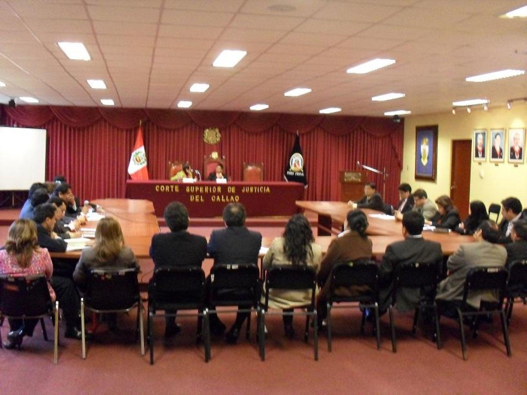 Jueces y Fiscales del distrito judicial del Callao durante reunión realizada en la Corte de Justicia del primer puerto. Foto: Corte del Callao.