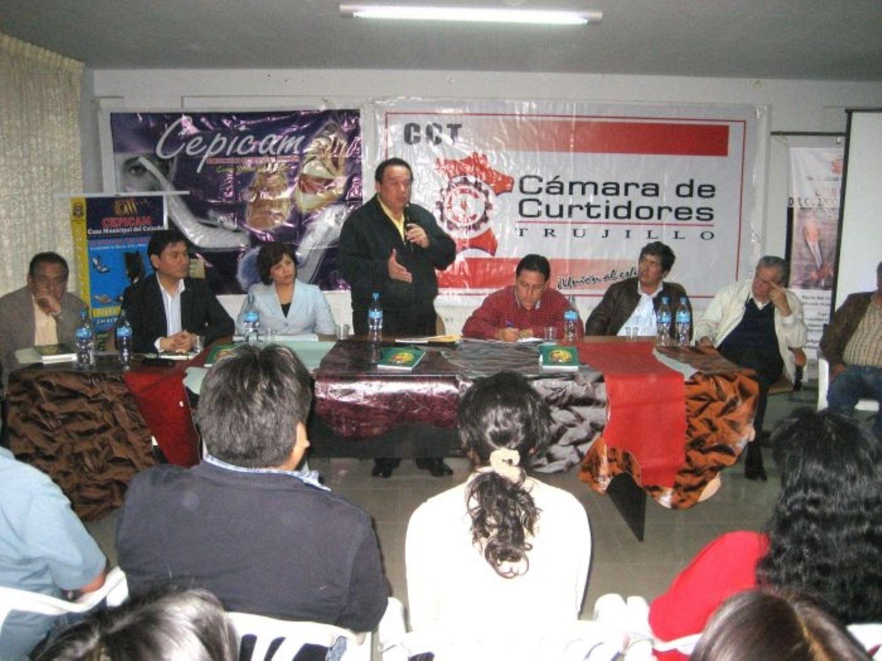 Presidente del Congreso, Luis Alva Castro, anuncia presentación de un proyecto de ley para crear el parque industrial de El Porvenir en Trujillo.