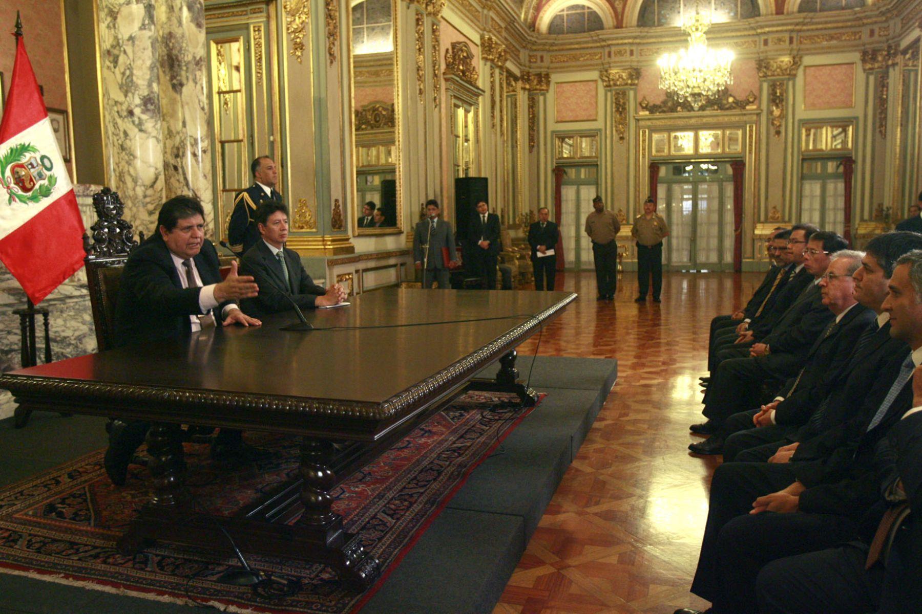 El jefe de Estado, Alan García, presidió esta mañana  la ceremonia de firma de la orden que da inicio a las obras de la Central de Generación Eléctrica más grande del Perú, a cargo de Kallpa Generation. Foto: Sepres.