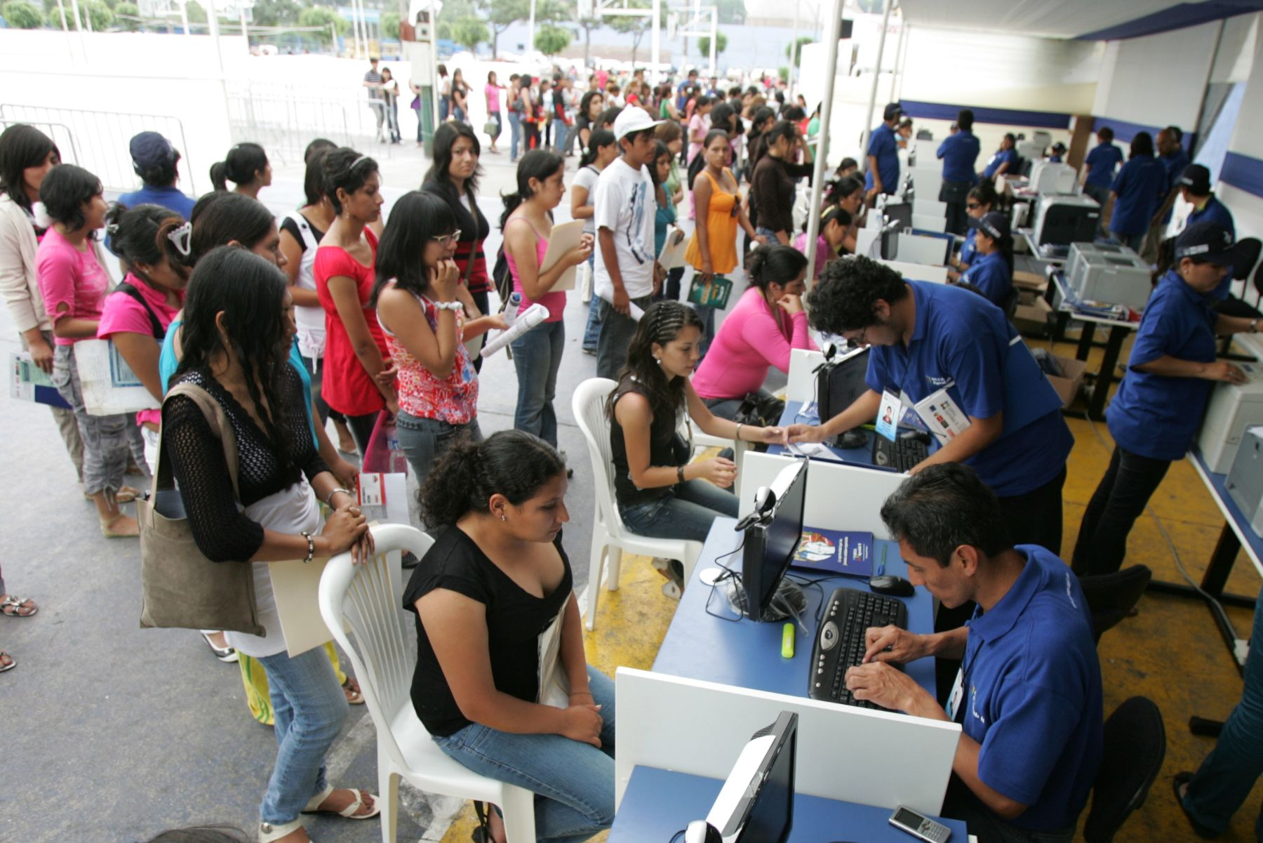 Mañana vence plazo para postular a más de mil becas, informó la OBEC. ANDINA/Rubén Grández