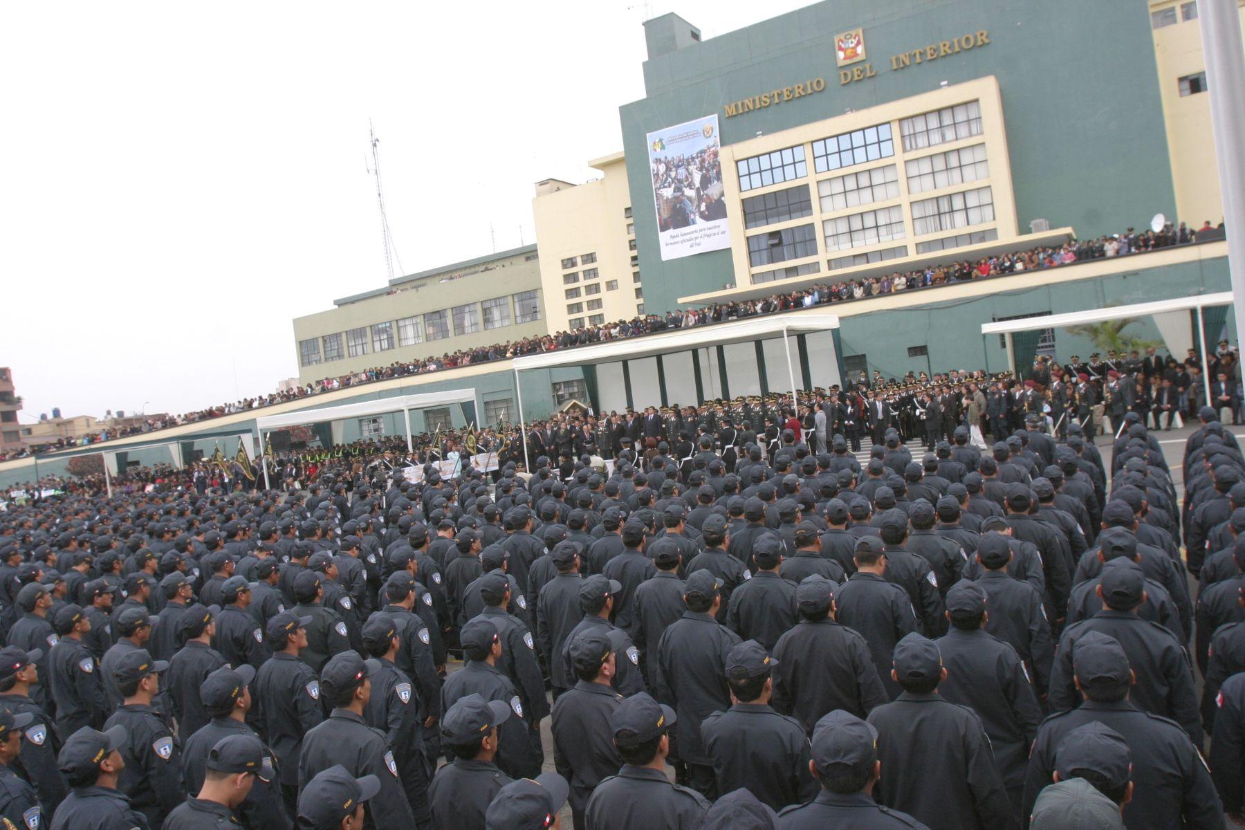 Nombran a oficiales generales de la pnp en nuevos cargos a for Portal del ministerio del interior