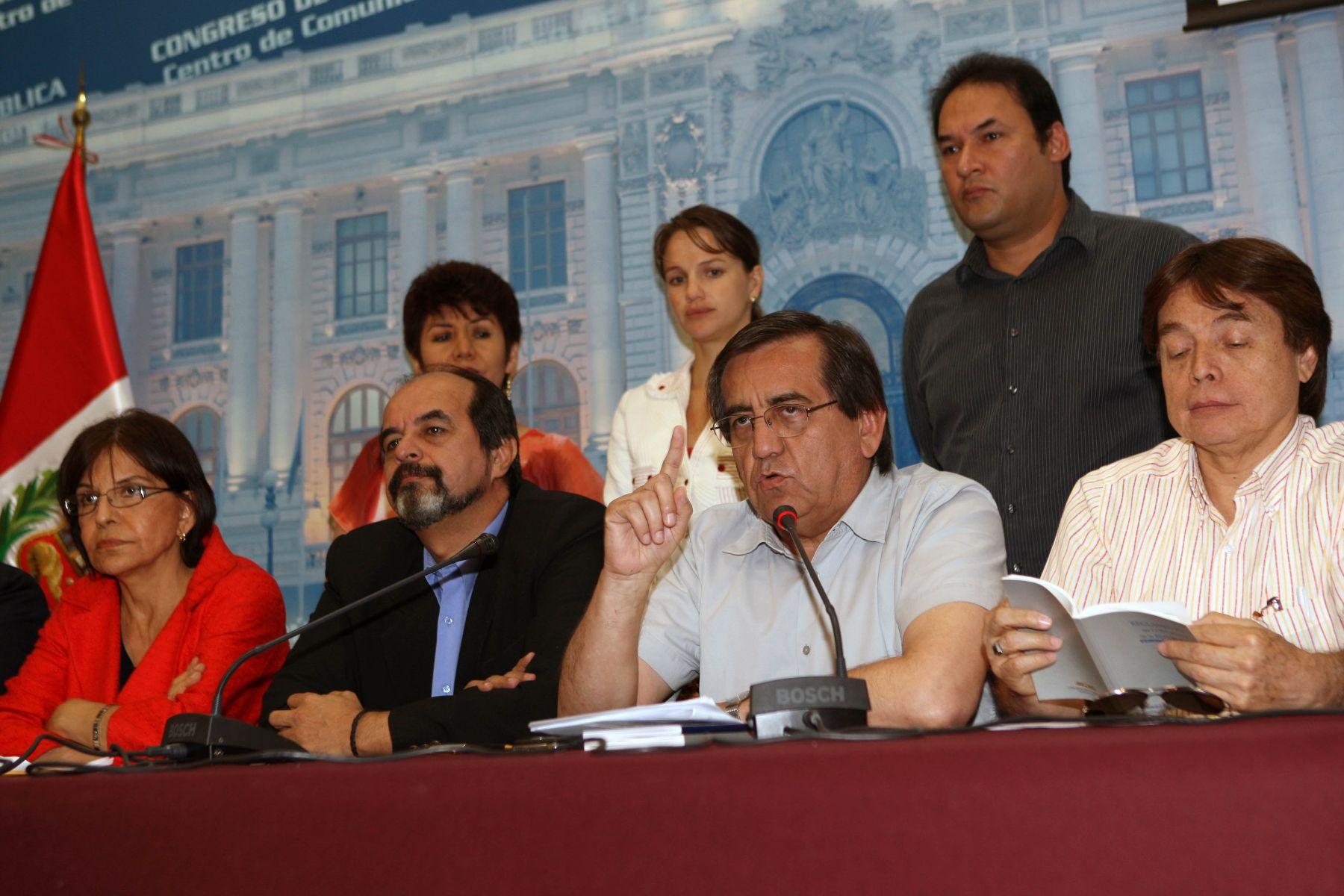 Conferencia de prensa de la bancada del Partido Aprista en el Congreso de la República. Foto: ANDINA/Norman Córdova.