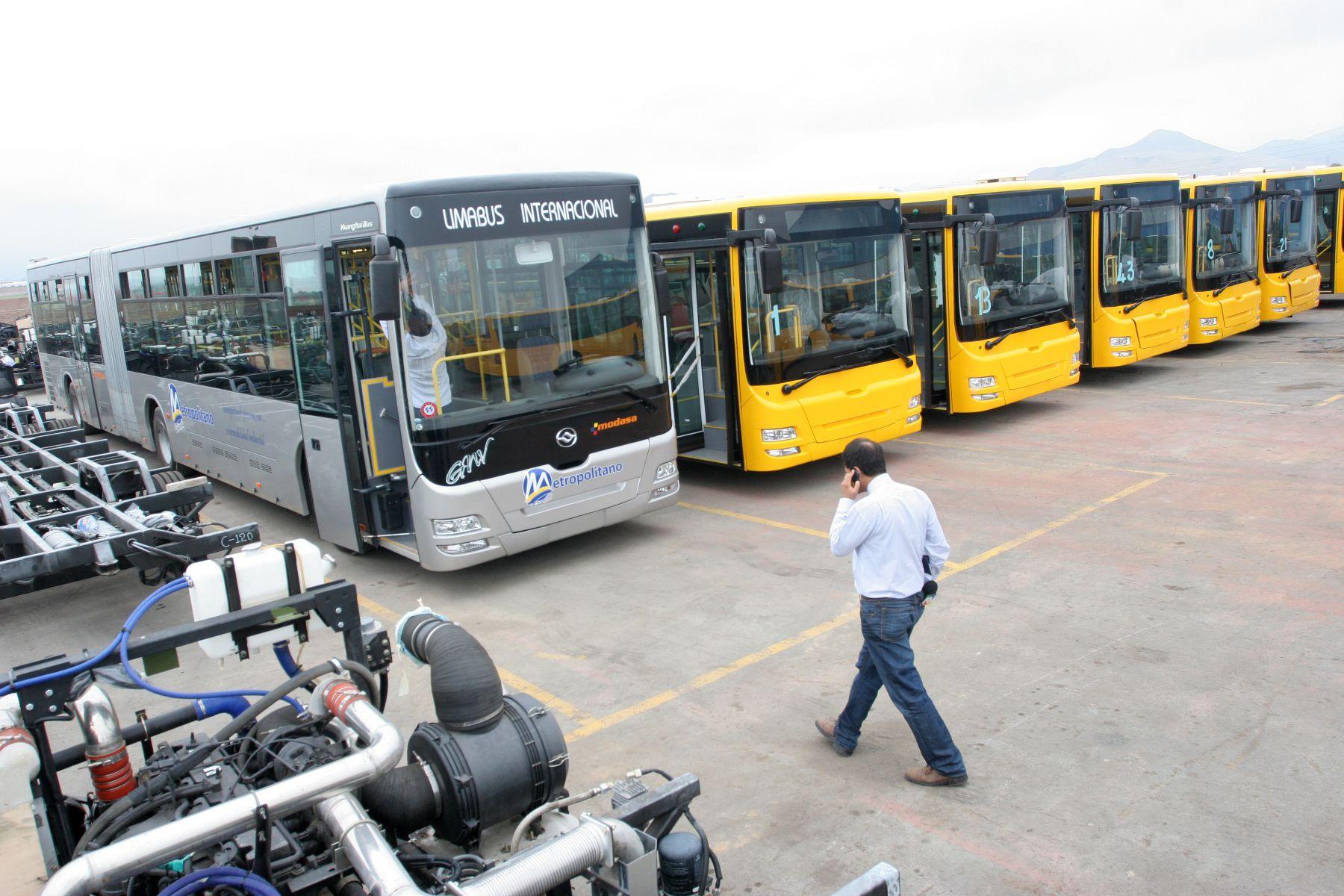 """Los buses amarillos serán """"alimentadores"""" de El Metropolitano, es decir, recorrerán los distritos cercanos a las estaciones de Comas y Chorrillos, a fin de que la población pueda abordar luego El Metropolitano. Foto: ANDINA/Rocío Farfán"""
