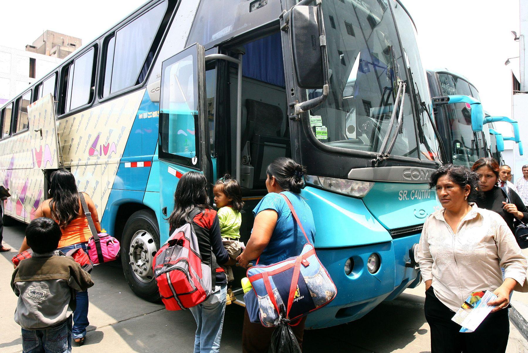 Empresa de transportes Civa suspende paro y reanuda venta de pasajes ...