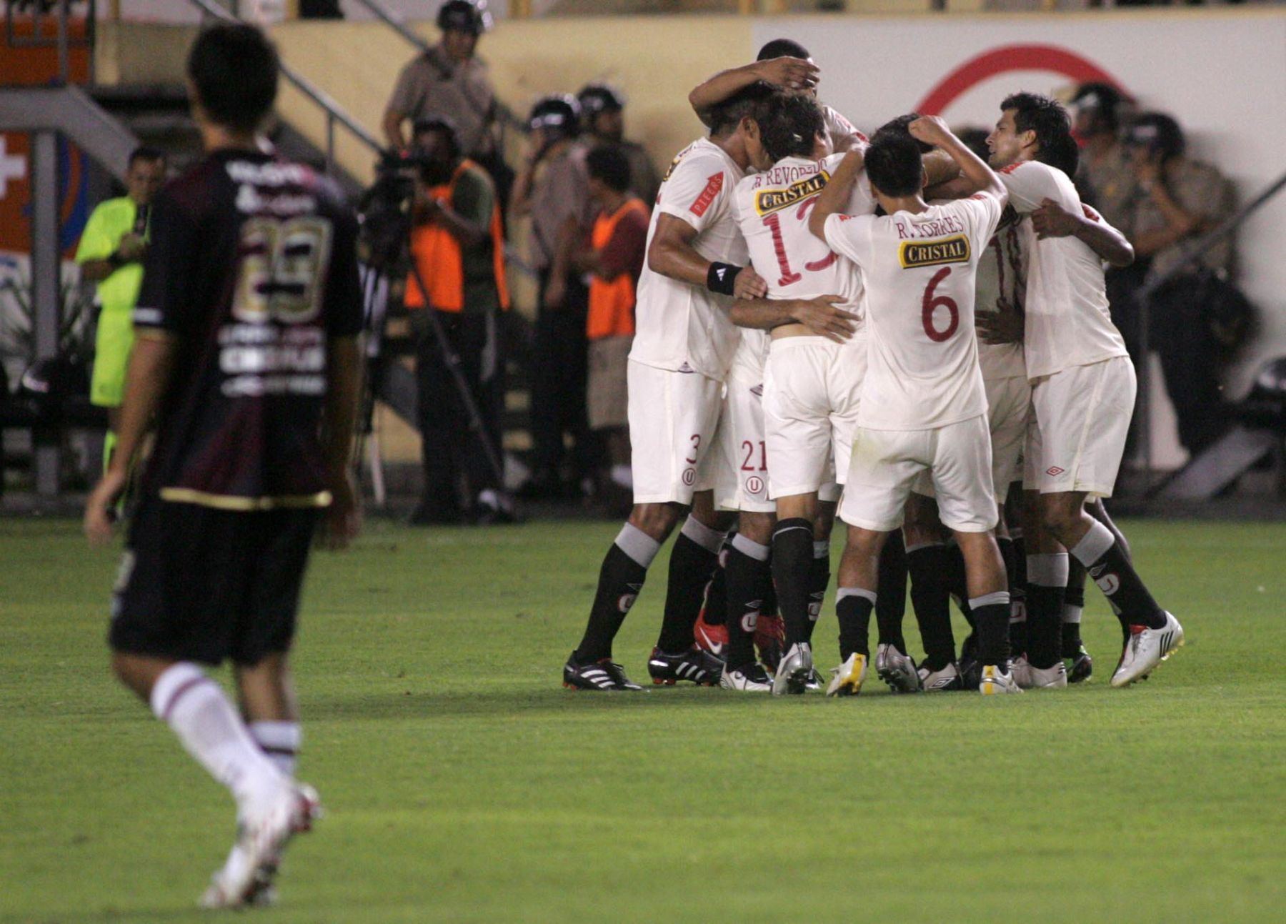 Jugadores de Universitario de Deportes celebran gol. Foto: ANDINA / Ruben Grández