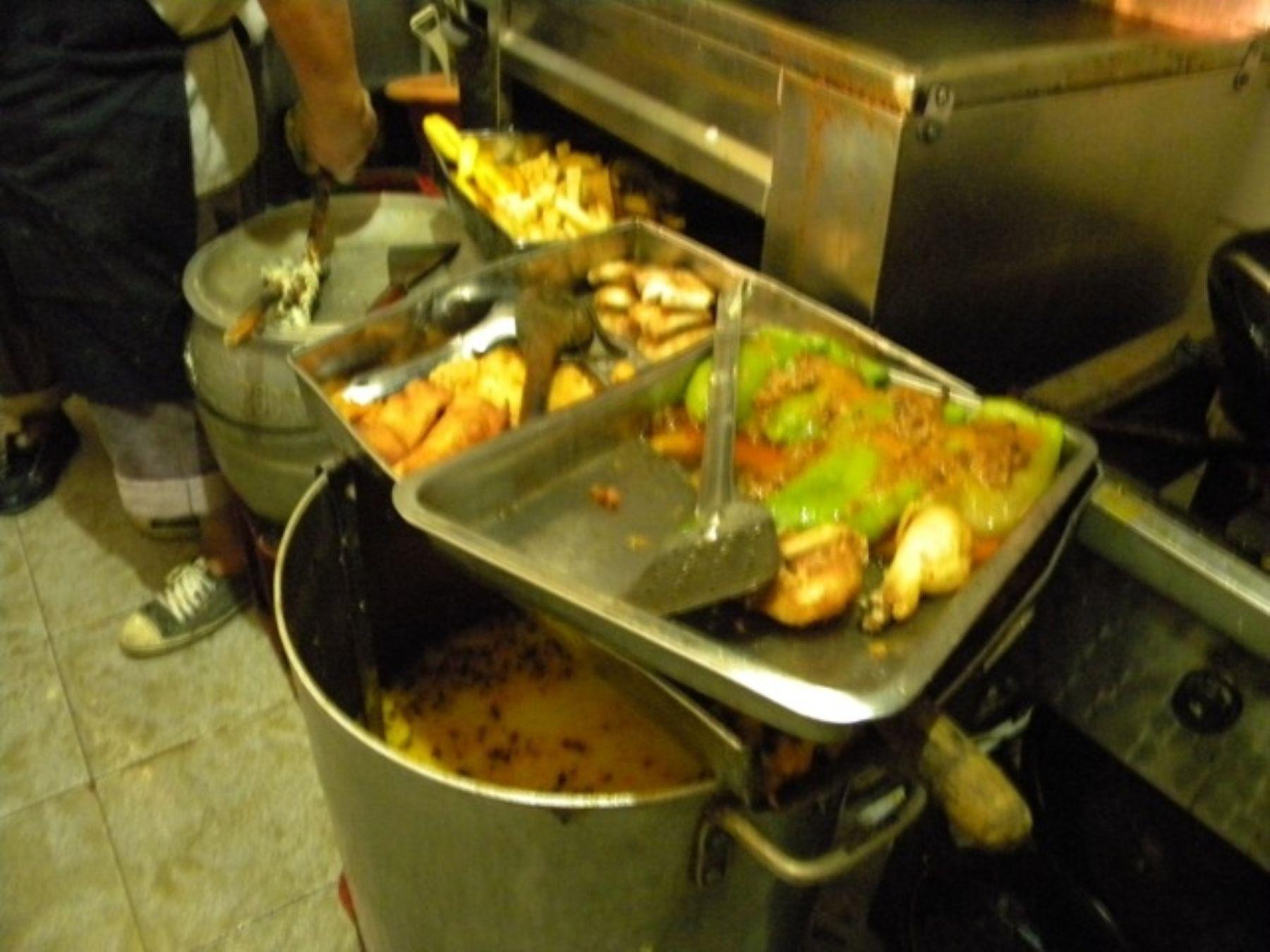 Decomisan enseres de cocina y alimentos en mal estado en for Enseres para cocina