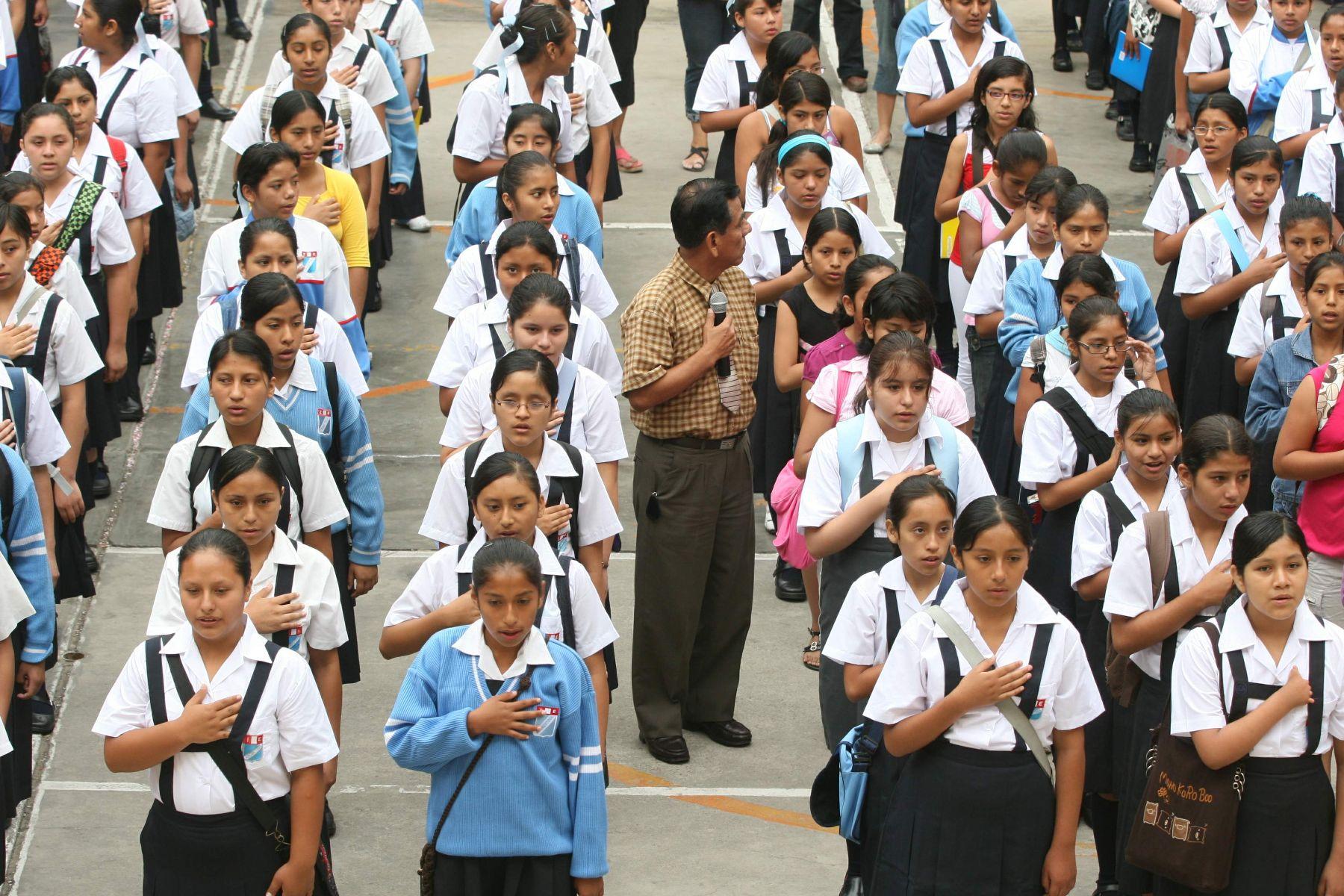 escuela secundaria maduras peruanas