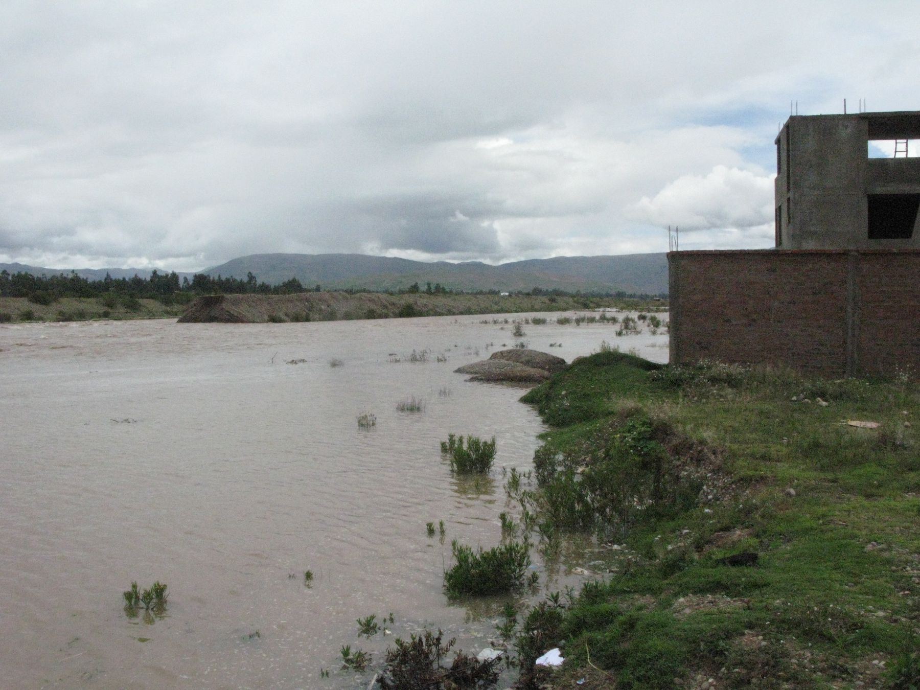 Debido a la intensificación de las precipitaciones que se registra en los últimos días sobre la cuenca del río Mantaro, éste presenta un significativo incremento, así como de sus principales tributarios, alertó hoy el Servicio Nacional de Meteorología e Hidrología (Senamhi). ANDINA/Pedro Tinoco