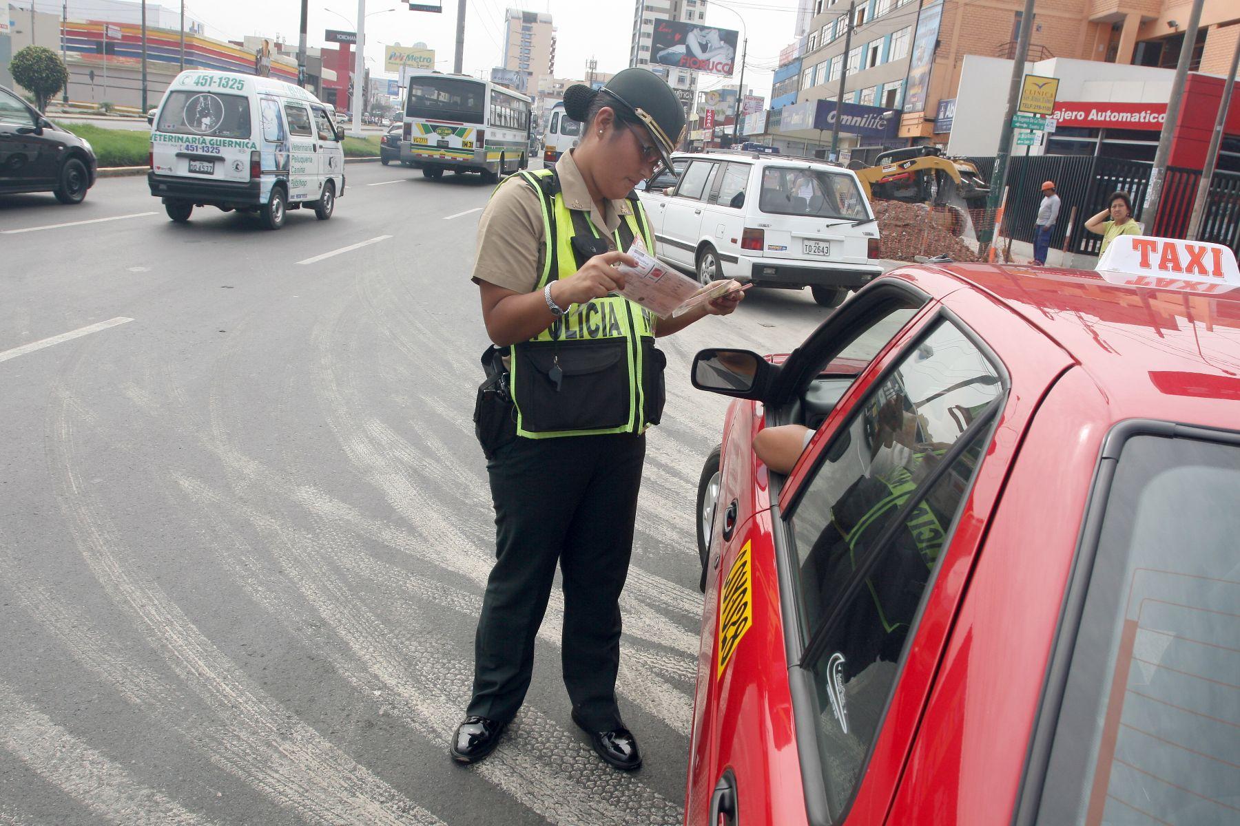 Miles de conductores se beneficiaron con amnistía de papeletas. Foto: ANDINA/Rocío Farfán.
