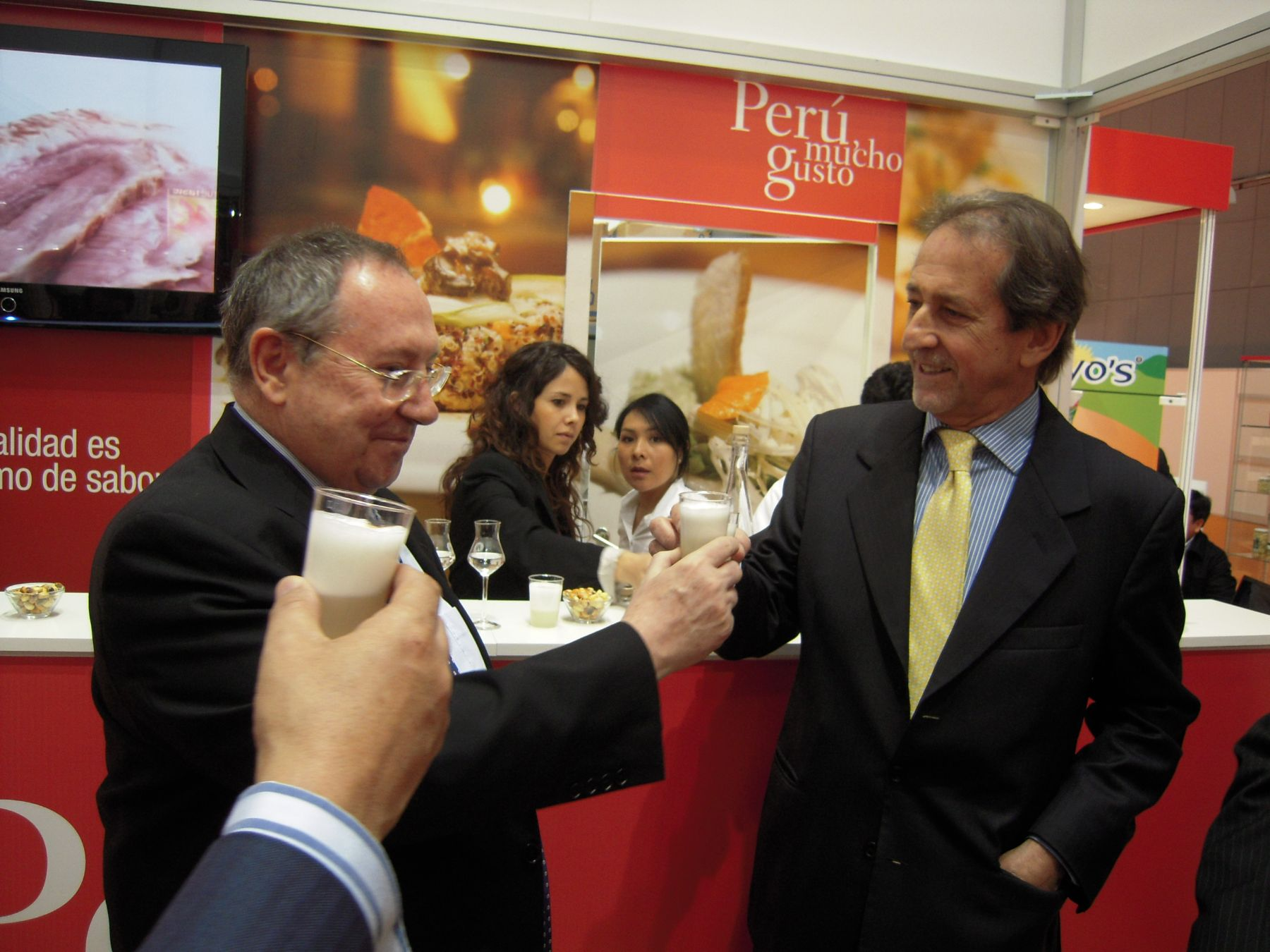 Embajador de Perú en España, Jaime Cáceres Sayán en Feria Alimentaria en Barcelona. Foto: Cortesía.