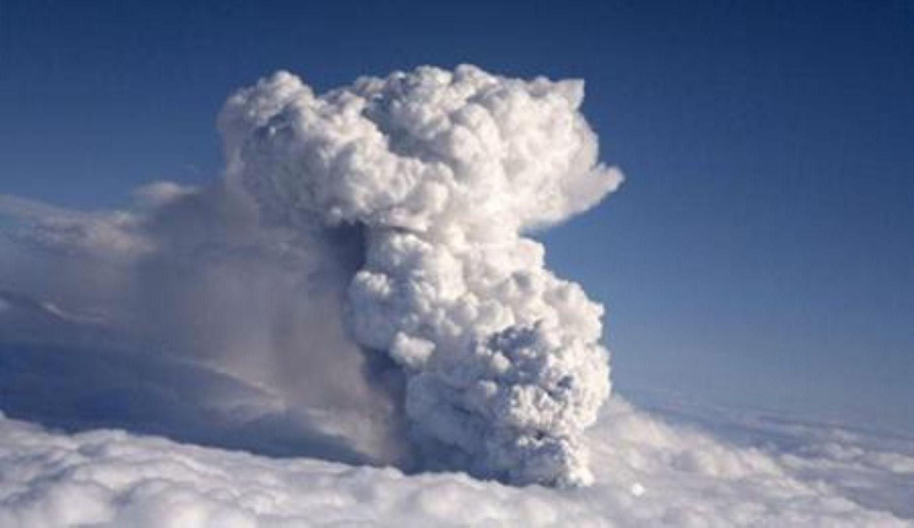 Erupción de volcán en Islandia. Foto: ANDINA/Internet