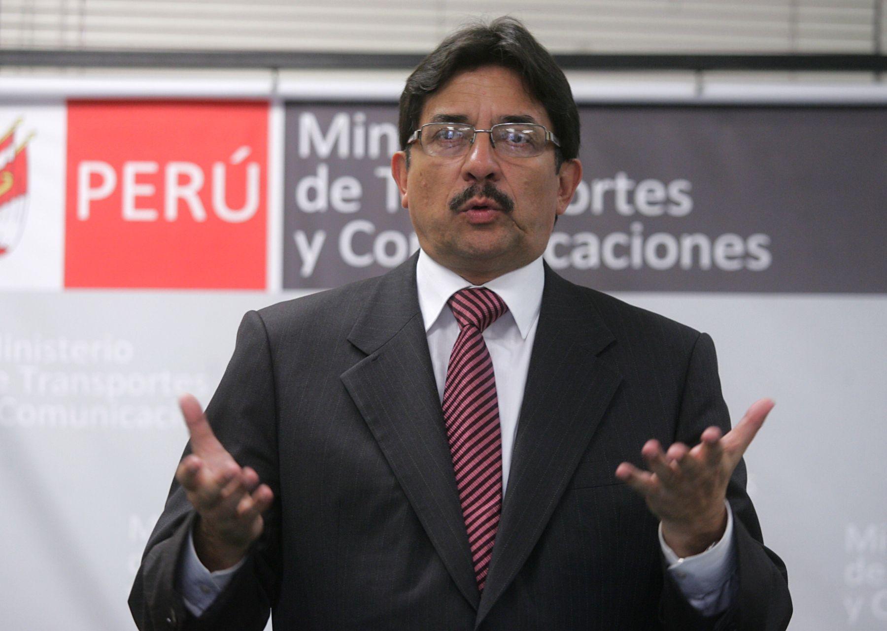 Ministro de Transportes y Comunicaciones, Enrique Cornejo, , firma convenio con Jica de Japon para construir nuevo puente internacional Perú-Ecuador.  Foto: ANDINA/Rubén Grández