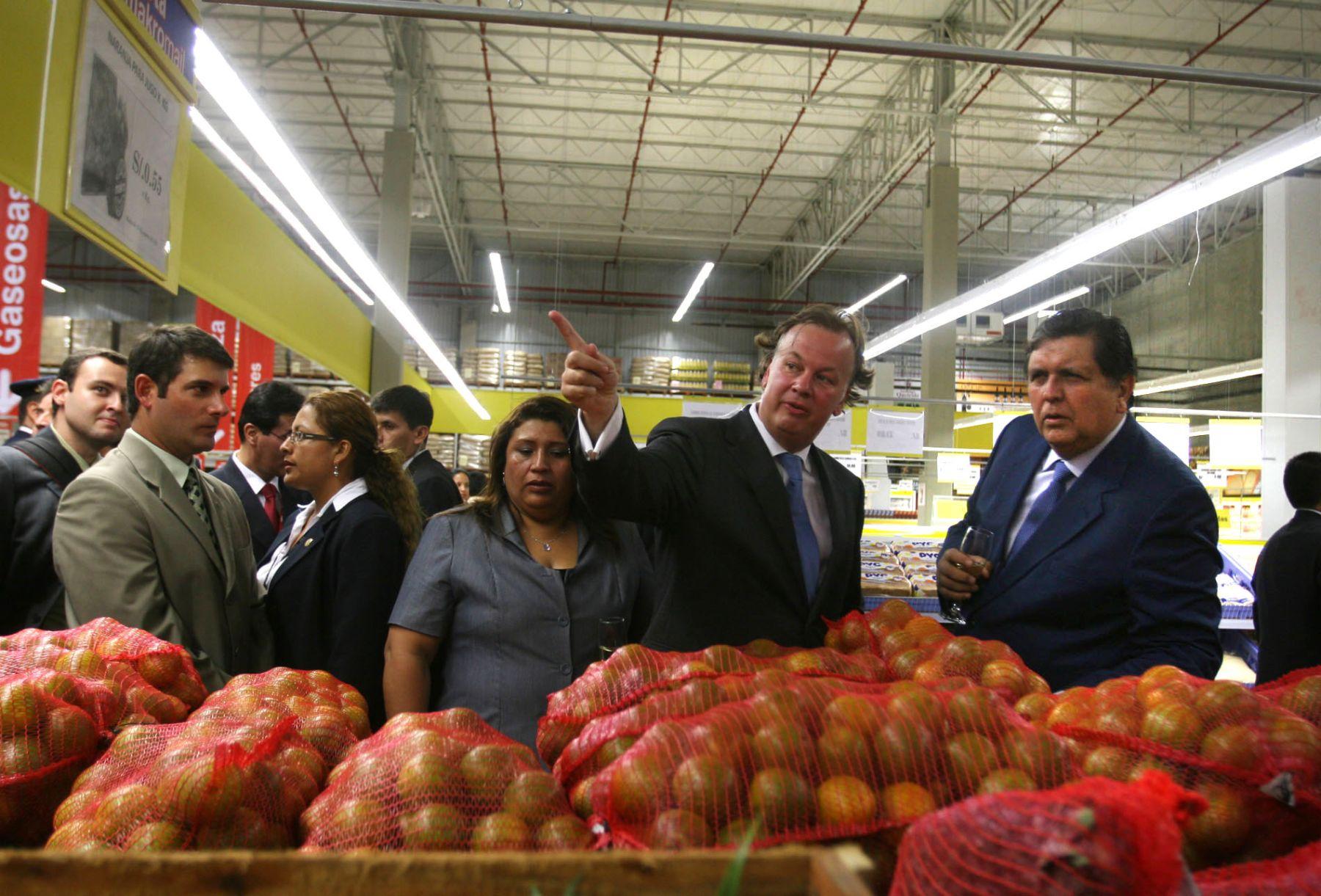 Presidente de la República,  Alan García, participa de la inauguración de tienda Makro en Santa Anita. Foto: ANDINA/Vidal Tarqui