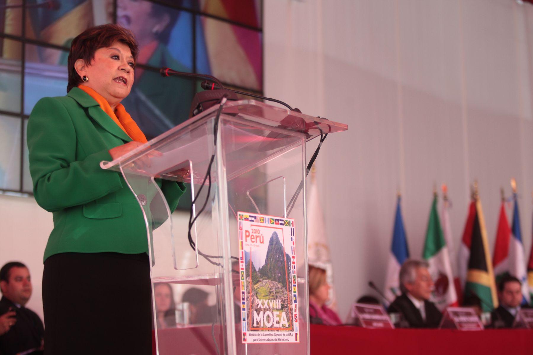 Embajadora Luzmila Zanabria, subsecretaria de Asuntos Multilaterales, en la inauguración del XXVIII Modelo de la Asamblea General de la Organización de Estados Americanos (MOEA), Foto: ANDINA/Carlos Lezama.