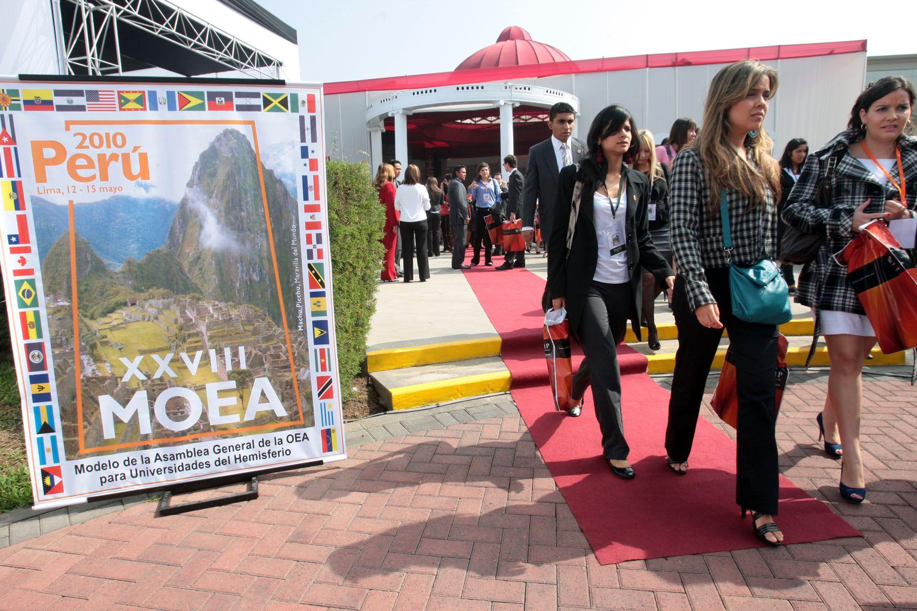 Participantes del XXVIII Modelo de la Asamblea General de la Organización de Estados Americanos (MOEA). Foto: ANDINA/Carlos Lezama.