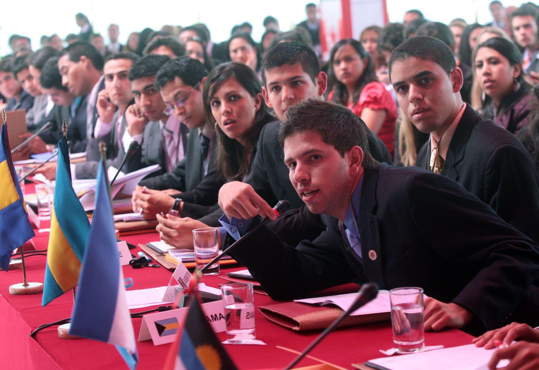 Delegados de los paises miembros de la OEA,  participan en el XXVIII  Modelo de la Asamblea General de la Organización de Estados Americanos (MOEA).Foto: ANDINA/Carlos Lezama