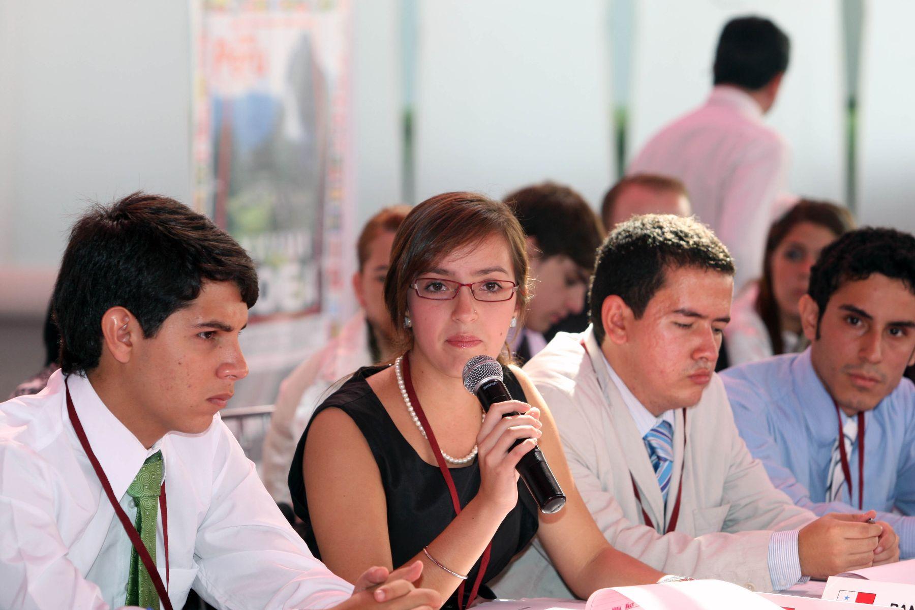 Delegados de los paises miembros de la OEA,  participan del XXVIII  Modelo de la Asamblea General de la Organización de Estados Americanos (MOEA) en Lima.Foto: ANDINA/Norman Córdova.