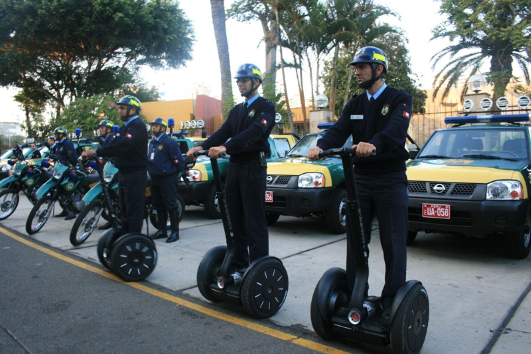 """Nueva flota vehicular incluye los monopatines motorizados tipo """"Segway"""" para fortalecer patrullaje y vigilancia en San Isidro. Foto: Municipalidad de San Isidro."""
