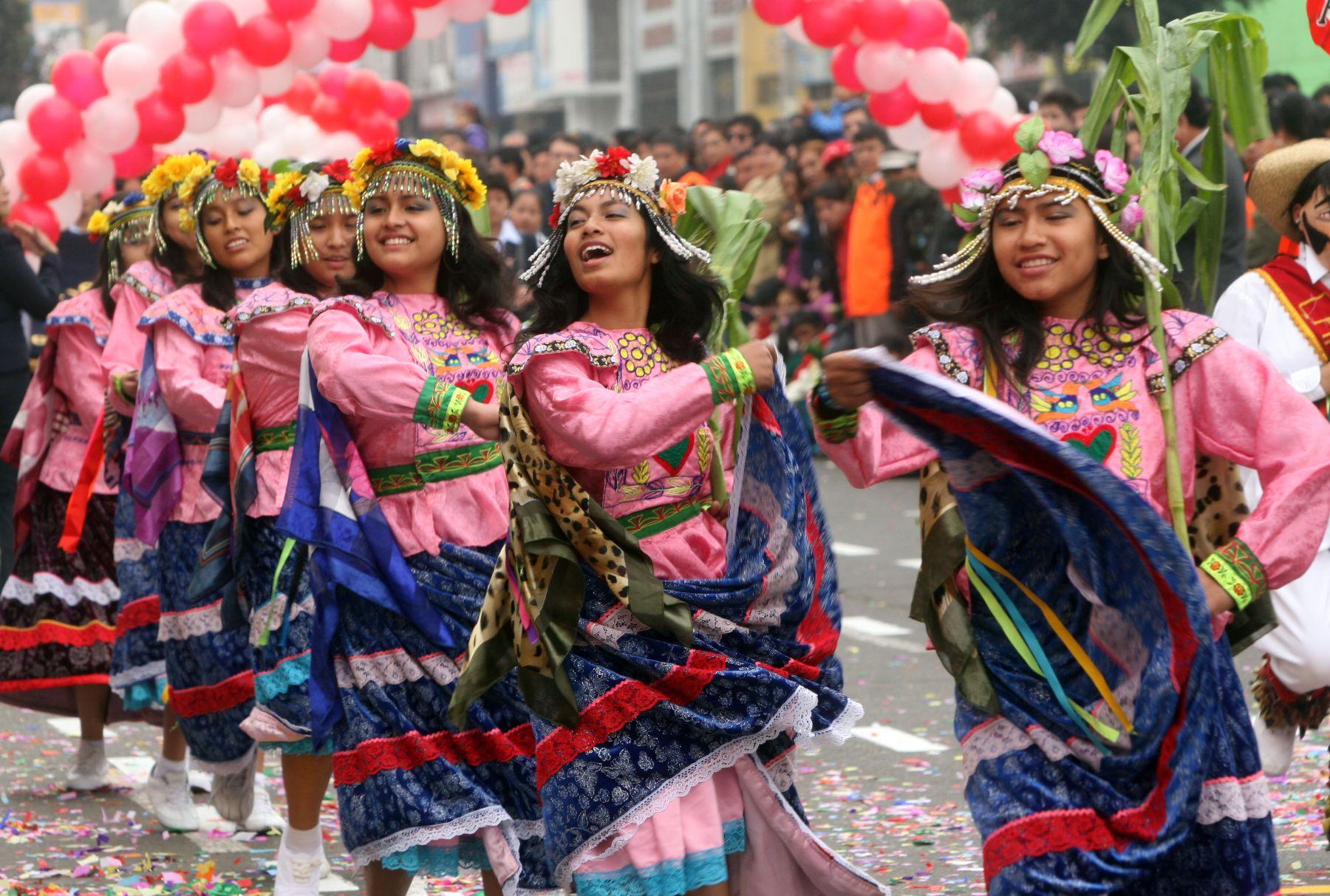 Desfile civico-patriotico en el distrito de La Victoria. Foto: ANDINA/Rocío Farfán