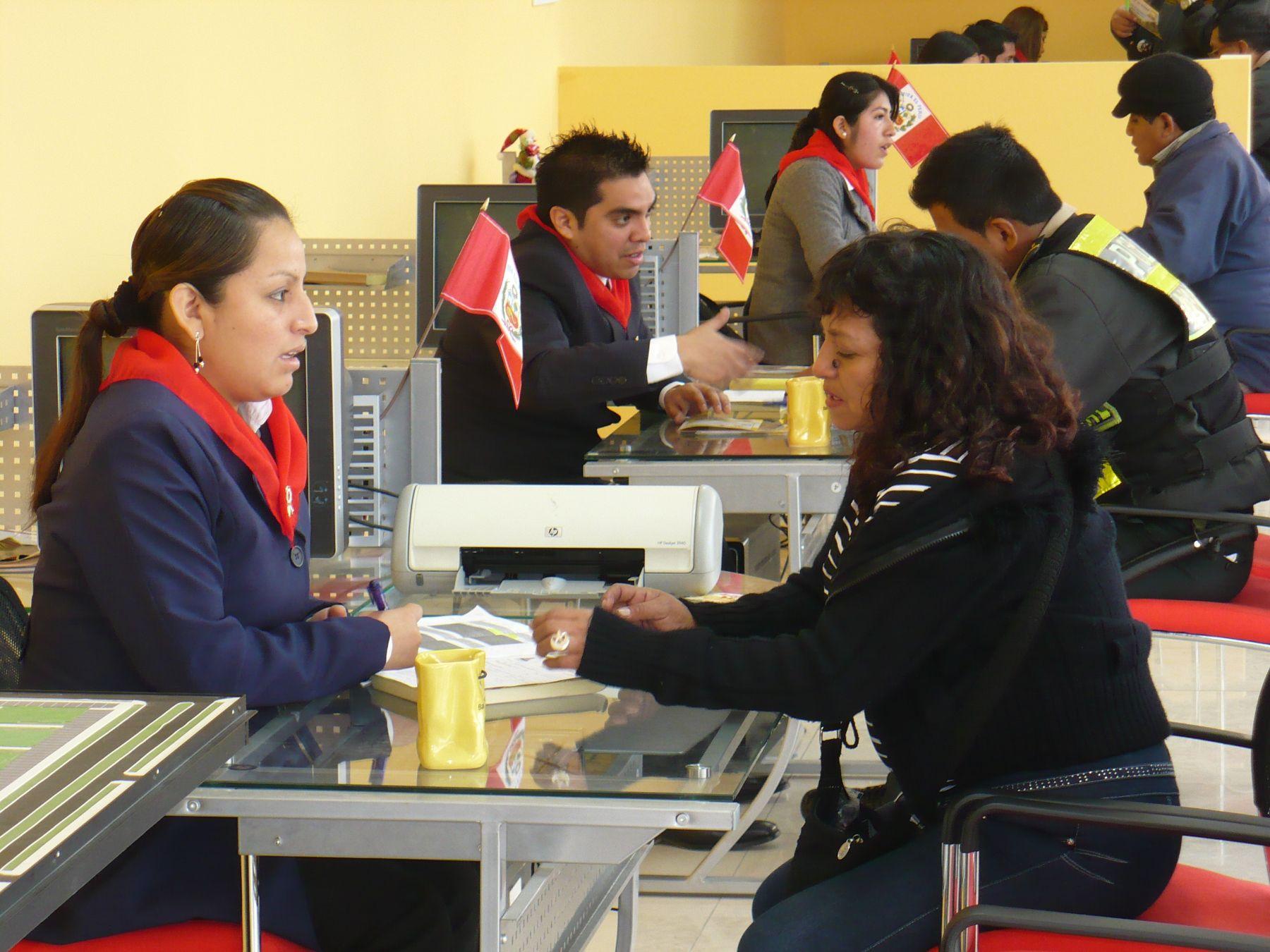 Interesados en adquirir viviendas de Ciudad Sol de Collique.