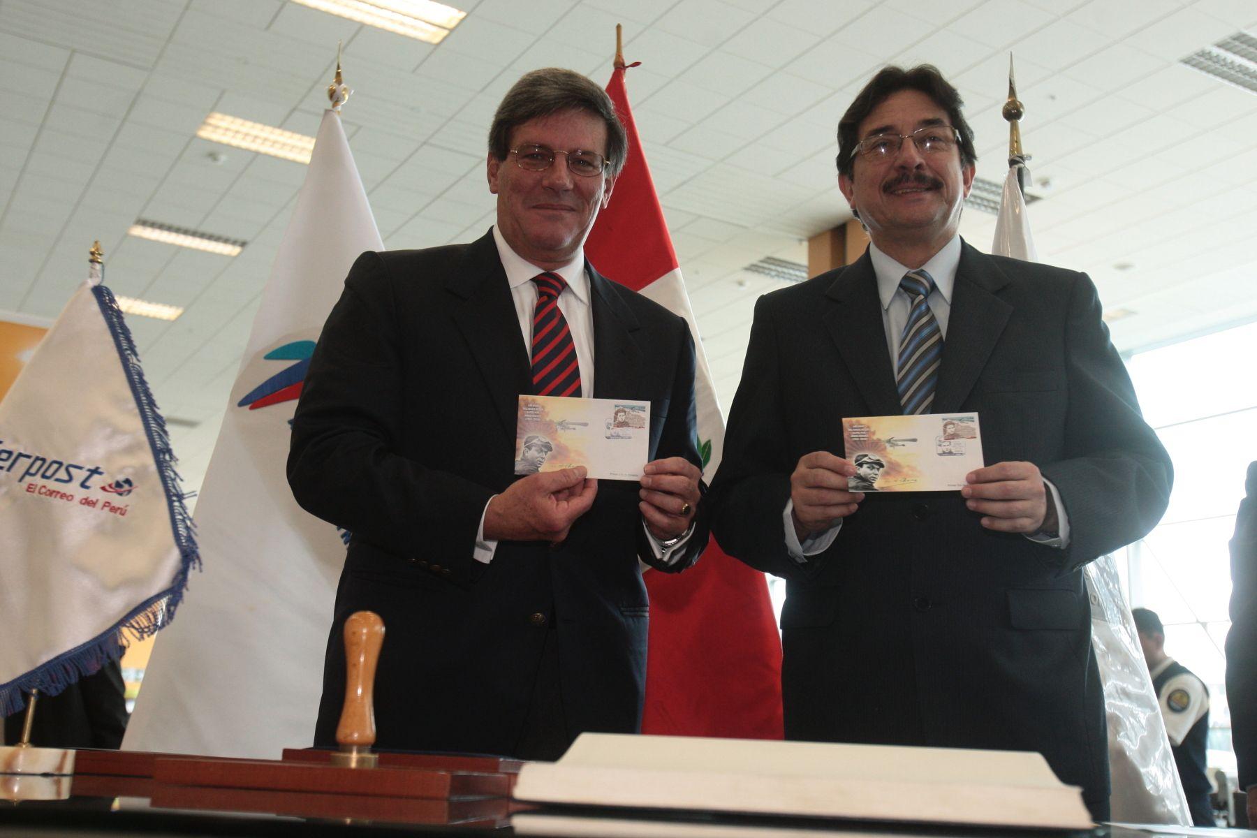 Ministro de Transportes y Comunicaciones, Enrique Cornejo, participó en lanzamiento del sello postal epónimo en el Aeropuerto Internacional Jorge Chávez. Foto: ANDINA/Juan Carlos Guzmán Negrini.