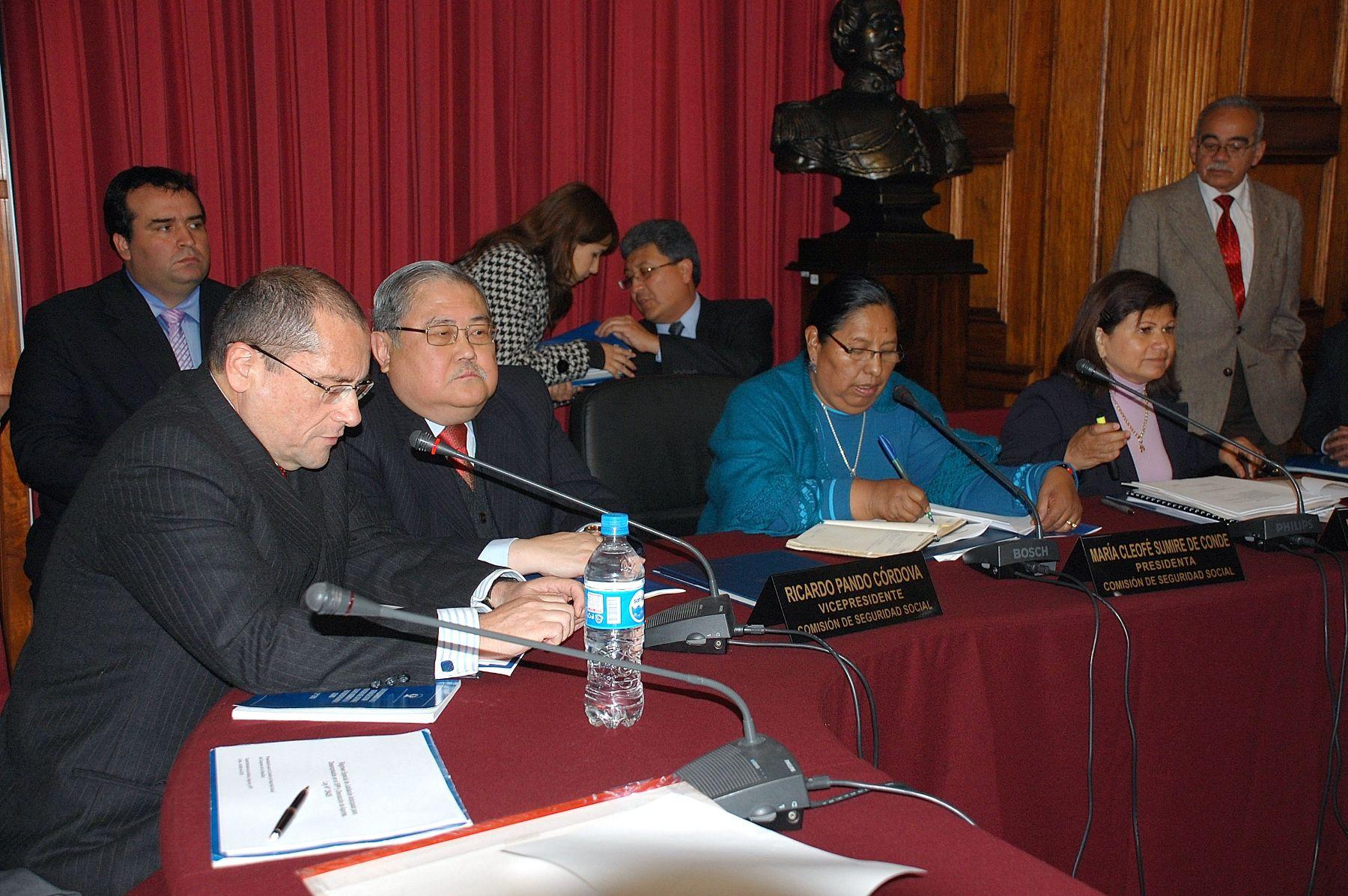 El superintendente de Banca, Seguros y AFP, Felipe Tam Fox, informa ante la Comisión de Seguridad Social respecto la situaciónde la Caja de Beneficios Sociales del Pescador. Foto: Andina/ CDR
