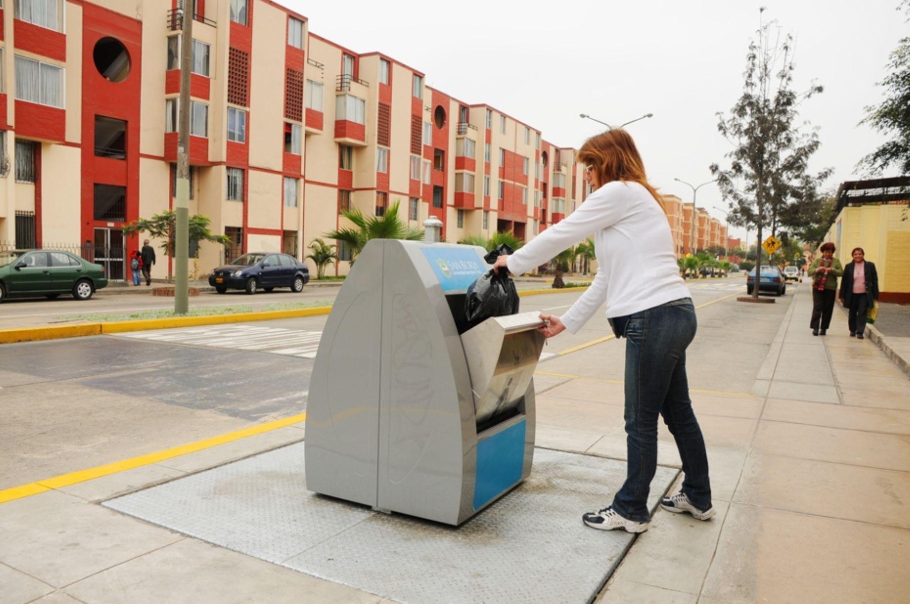 Contenedores de basura instalados en el distrito de San Borja. Foto: Andina/Difusión