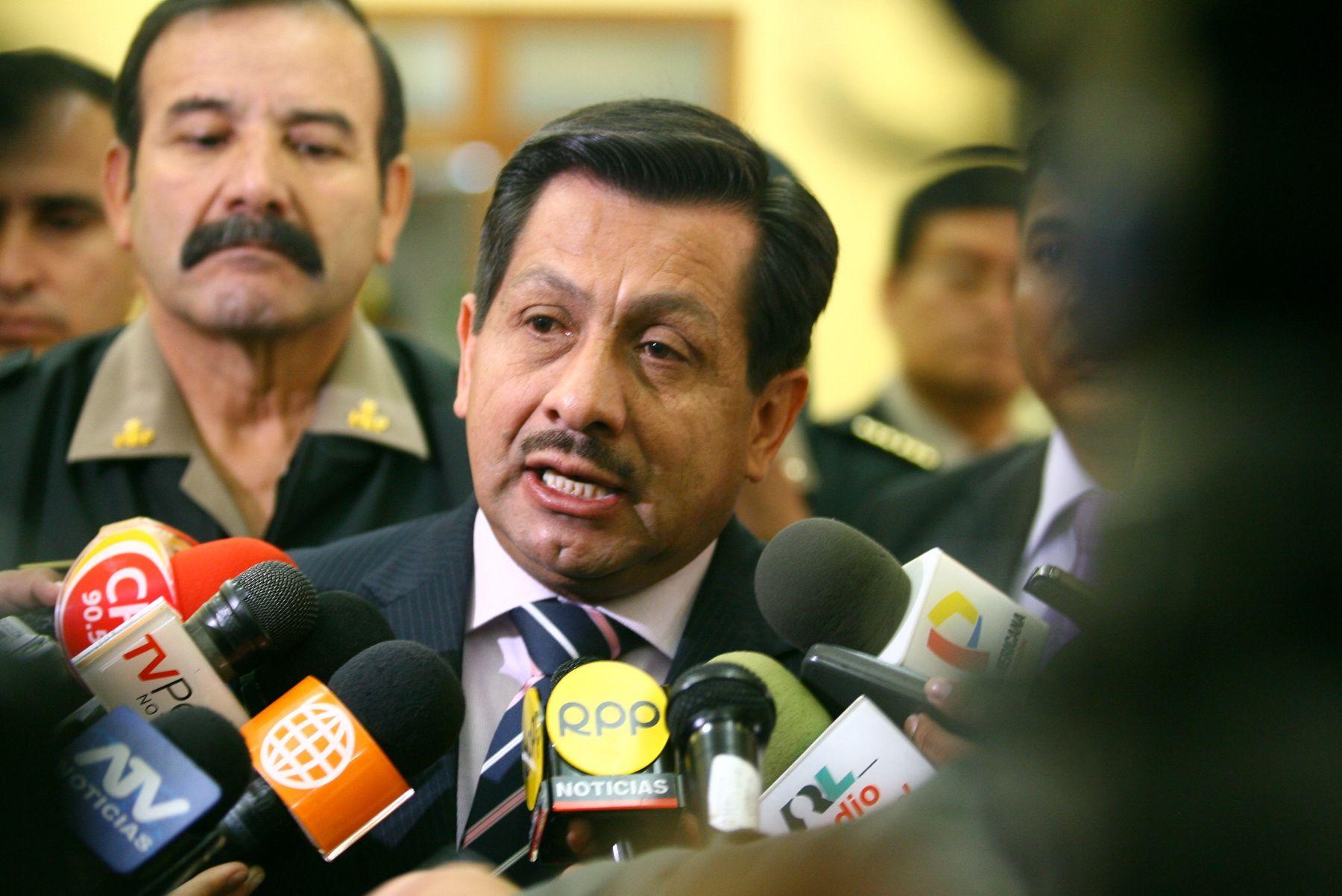 ministro del interior dispone sanciones m s severas para