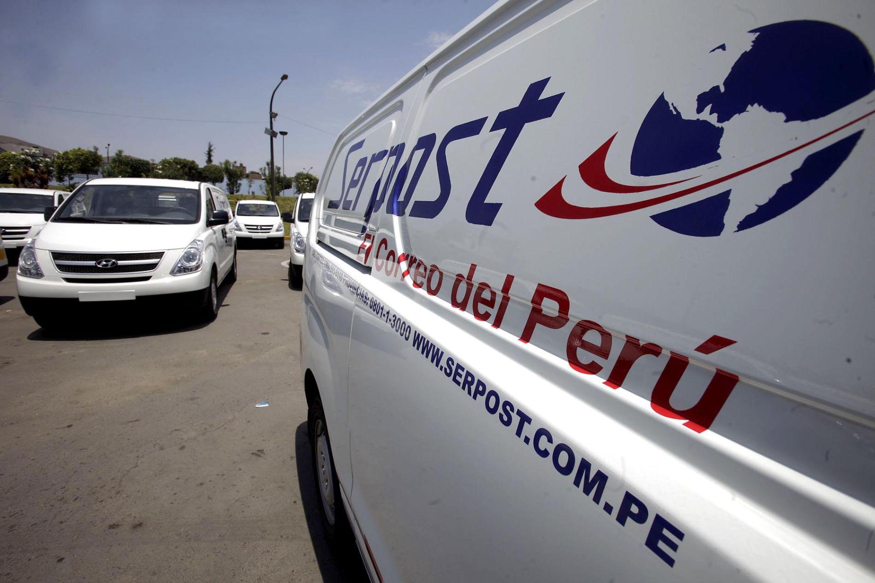 El ministro de Transportes y Comunicaciones, Enrique Cornejo, presentó nueva flota vehicular de Serpost. Foto: ANDINA/Alberto Orbegoso.