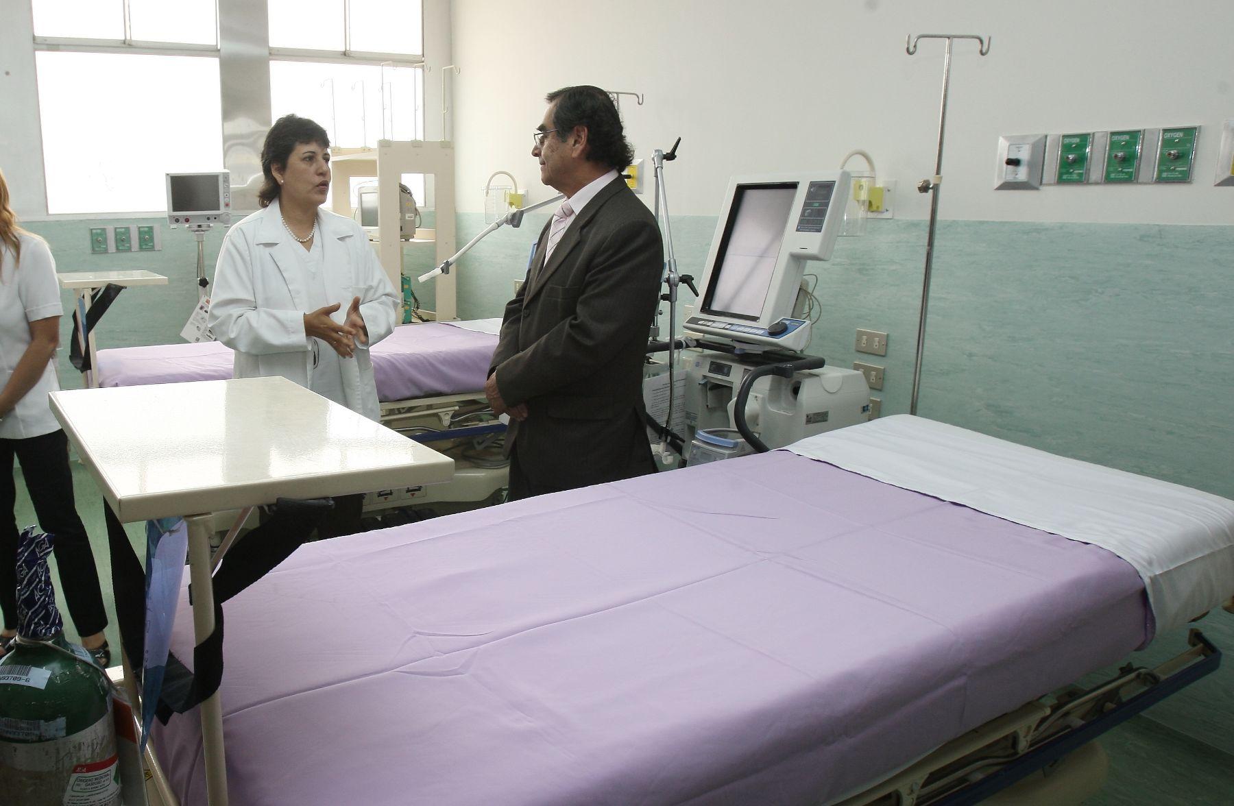 Ministro de Salud, Óscar Ugarte, inauguró remodelada unidad de cuidados intensivos del Instituto Nacional de Salud del Niño. Foto: ANDINA/Norman Córdova.