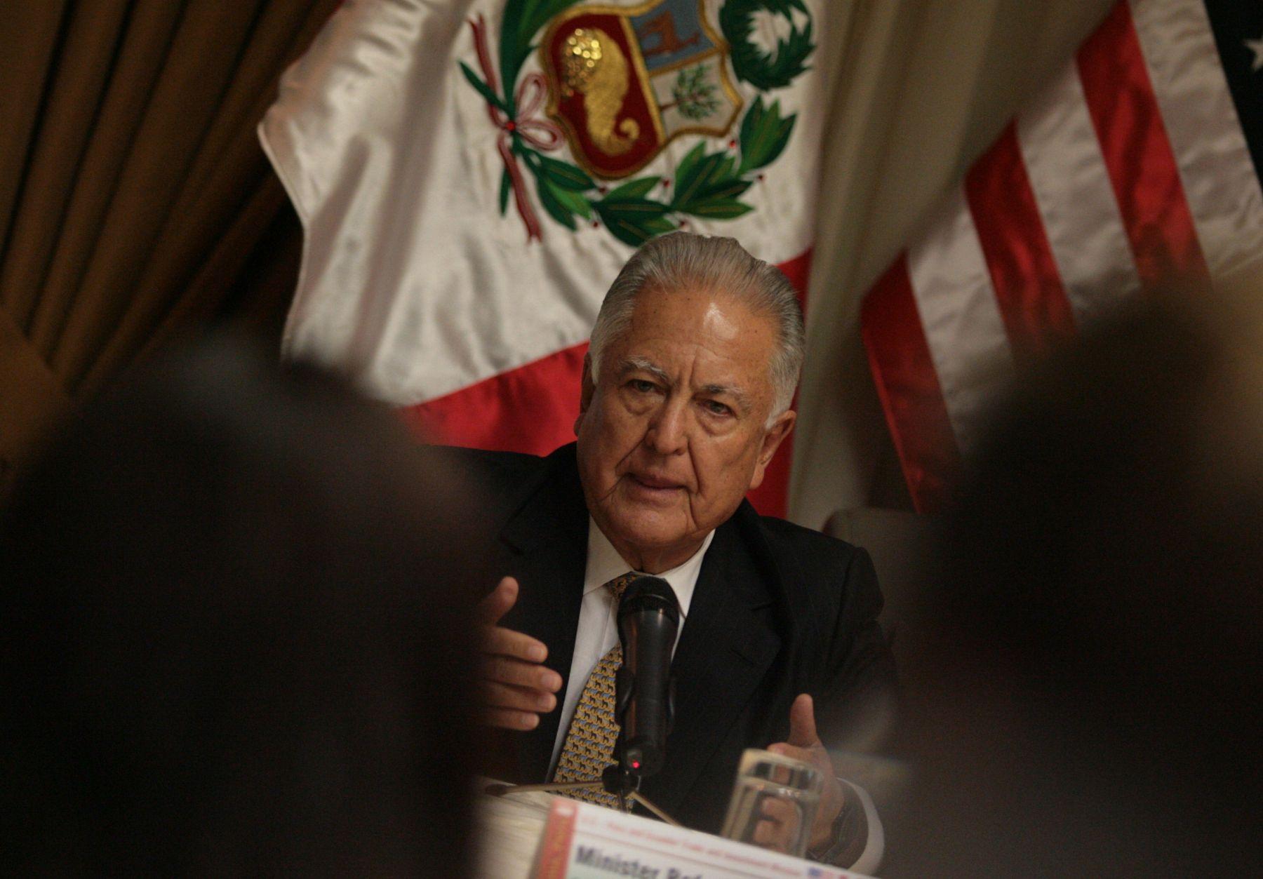 Ministro de Agricultura Rafel Quevedo, durante rueda de prensa en  hotel del distrito de San Isidro. Foto: ANDINA/Cesar García