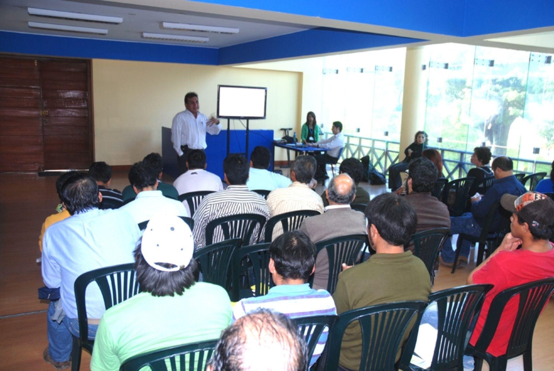 Municipalidad de Santiago de Surco inició charlas sobre seguridad y salud en el trabajo, dirigidas a empresarios y trabajadores de construcción civil, a fin de evitar accidentes.