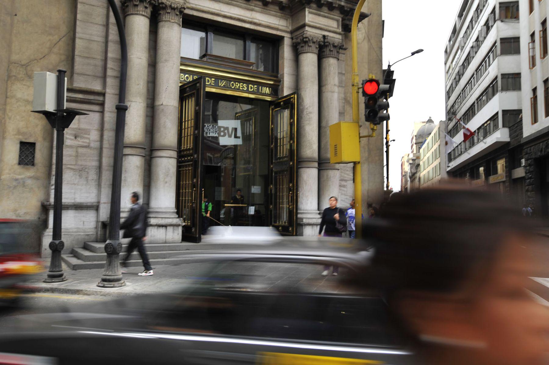 Bolsa local cierra al alza pese a conducta negativa de mercados regionales