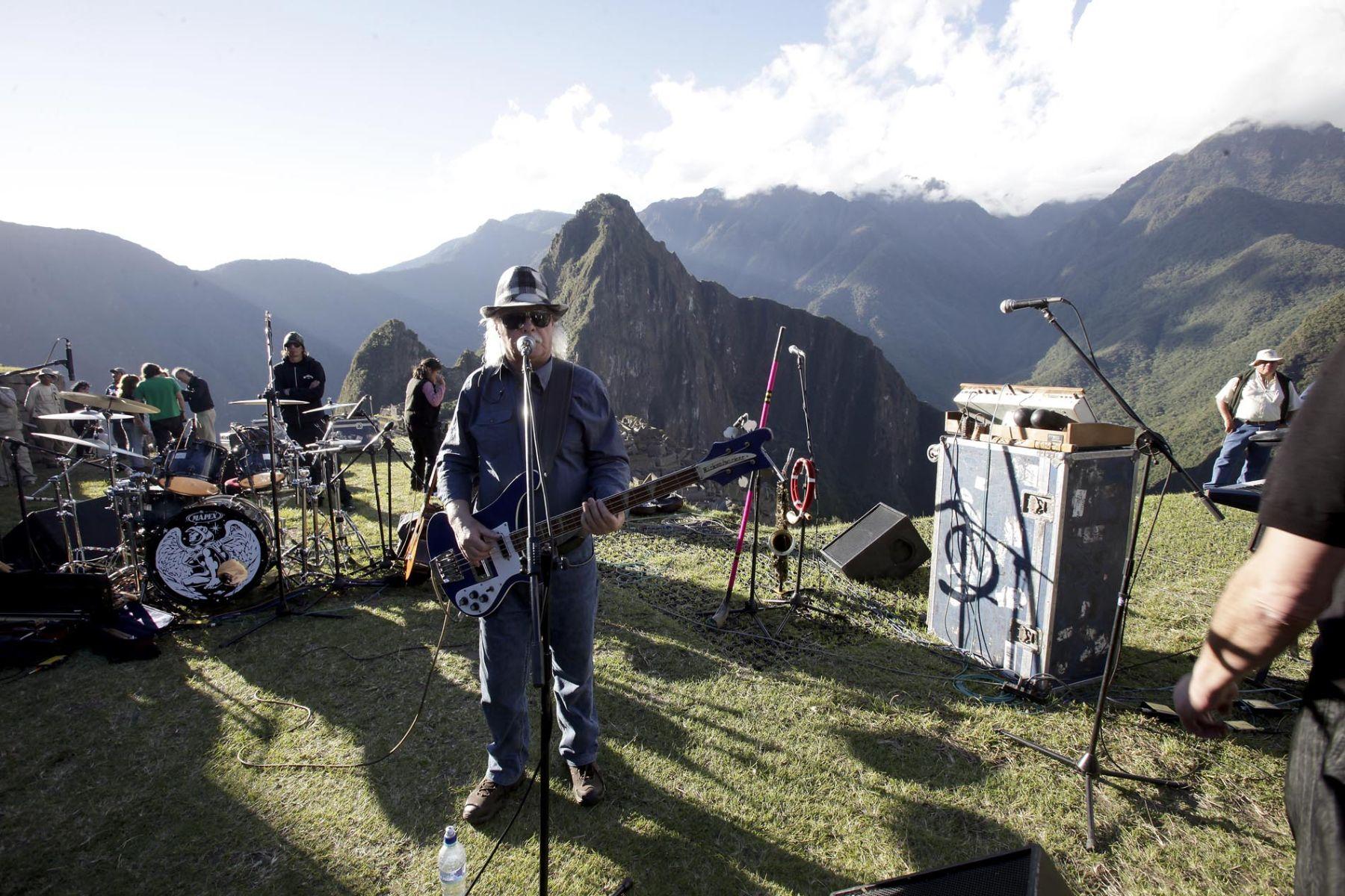 Integrantes del grupo Los Jaivas realizan pruebas de sonido para el concierto que realizarán mañana en la ciudadela de Machu Picchu Foto: ANDINA/Alberto Orbegoso