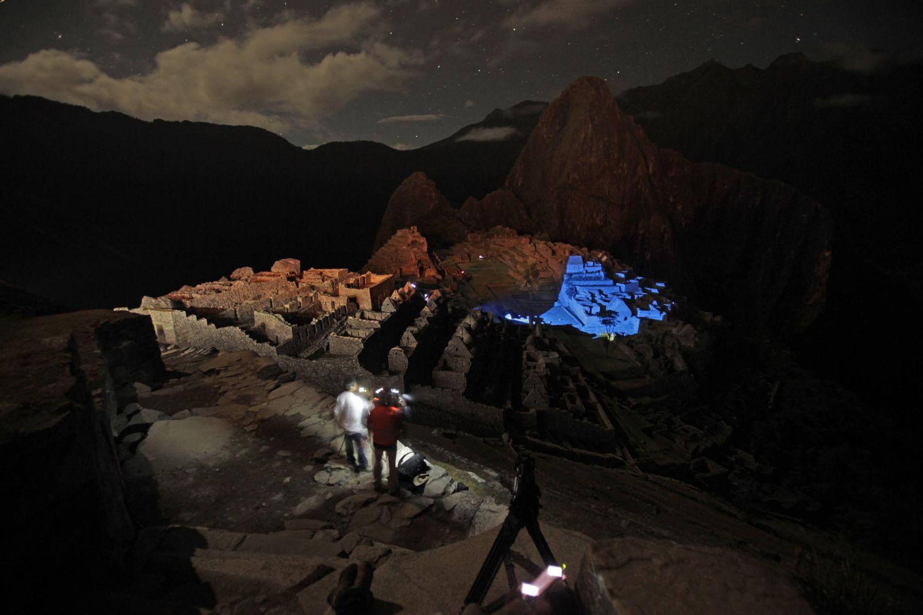 Prueba de luces en la ciudadela de Machu Picchu, previo a la conmemoración de los 100 años del descubrimiento del santuario inca. Foto: ANDINA/Alberto Orbegoso