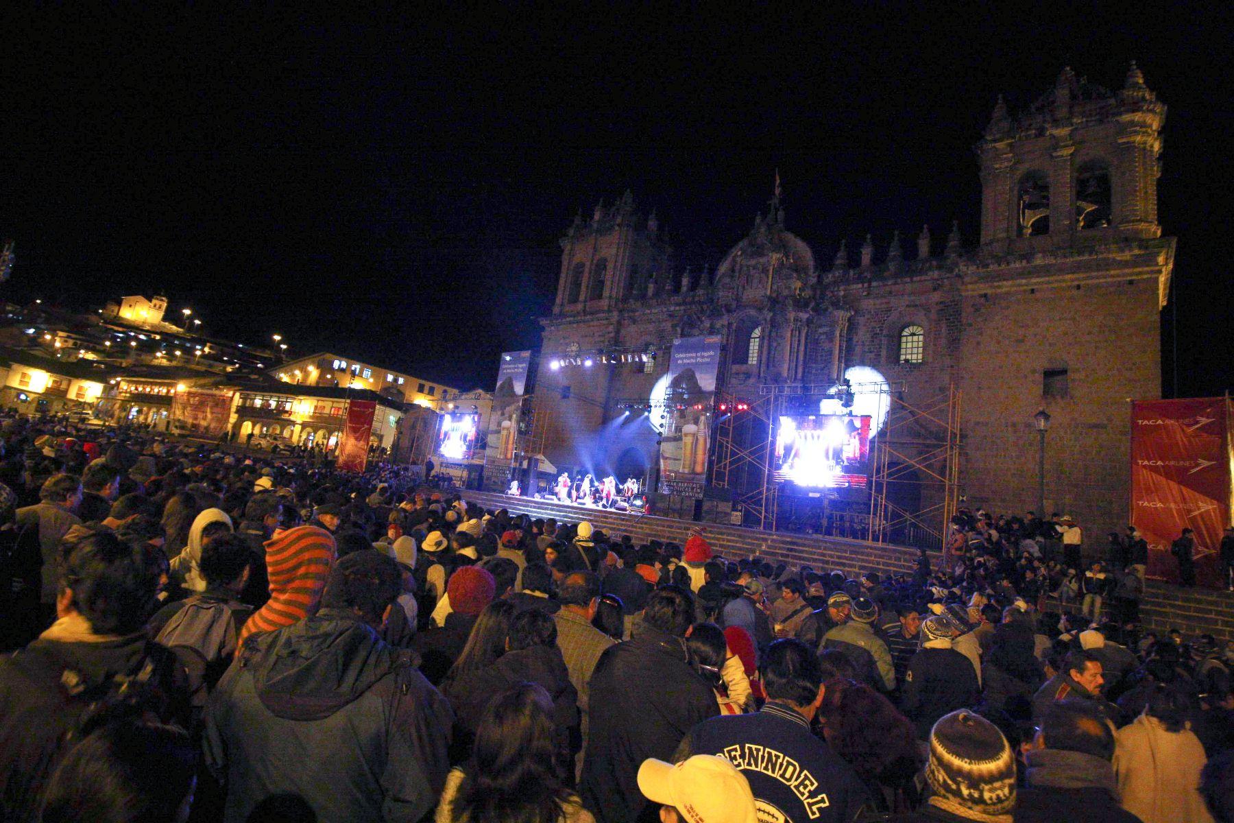 La plaza de Armas de la Ciudad Imperial es escenario del espectáculo La fiesta es en el Cusco. Foto: ANDINA / Percy Hurtado.