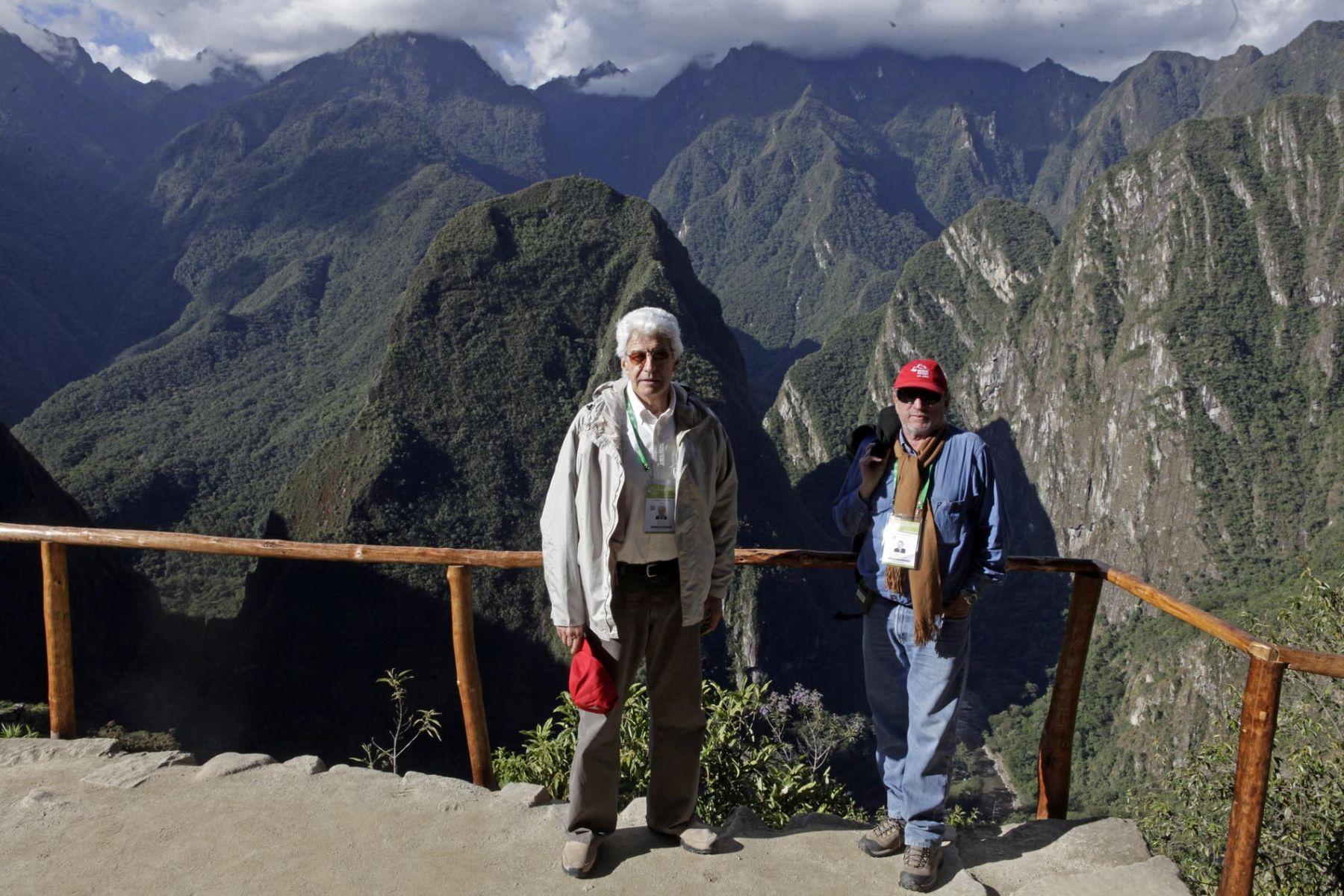 El presidente de la comisión de alto nivel encargada de los festejos por el centenario de Machu Picchu, Ricardo Vega Llona; y el viceministro de Patrimonio Cultural e Industrias Culturales, Bernardo Roca Rey. Foto: ANDINA / Alberto Orbegoso.