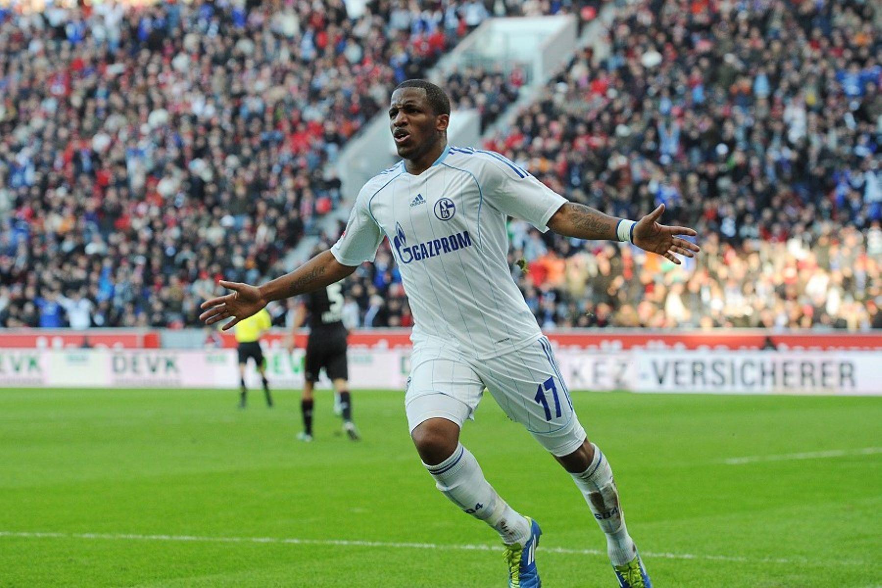 Jefferson Farfán celebra el gol al Bayer Leverkusen. Foto: Schalke04.com.