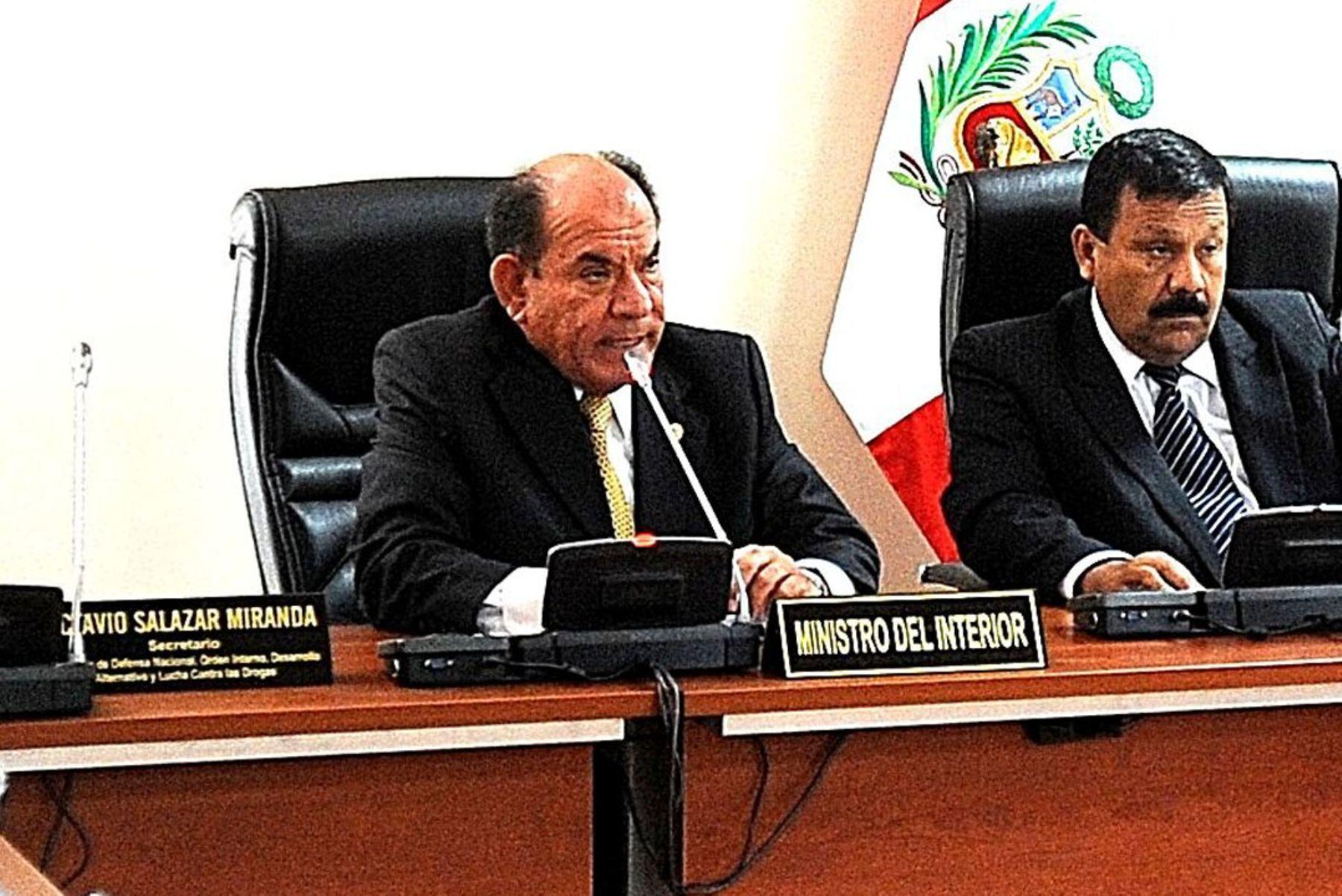 Ministro del Interior, Daniel Lozada, se presentó hoy ante la Comisión de Defensa del Congreso. Foto: CDR