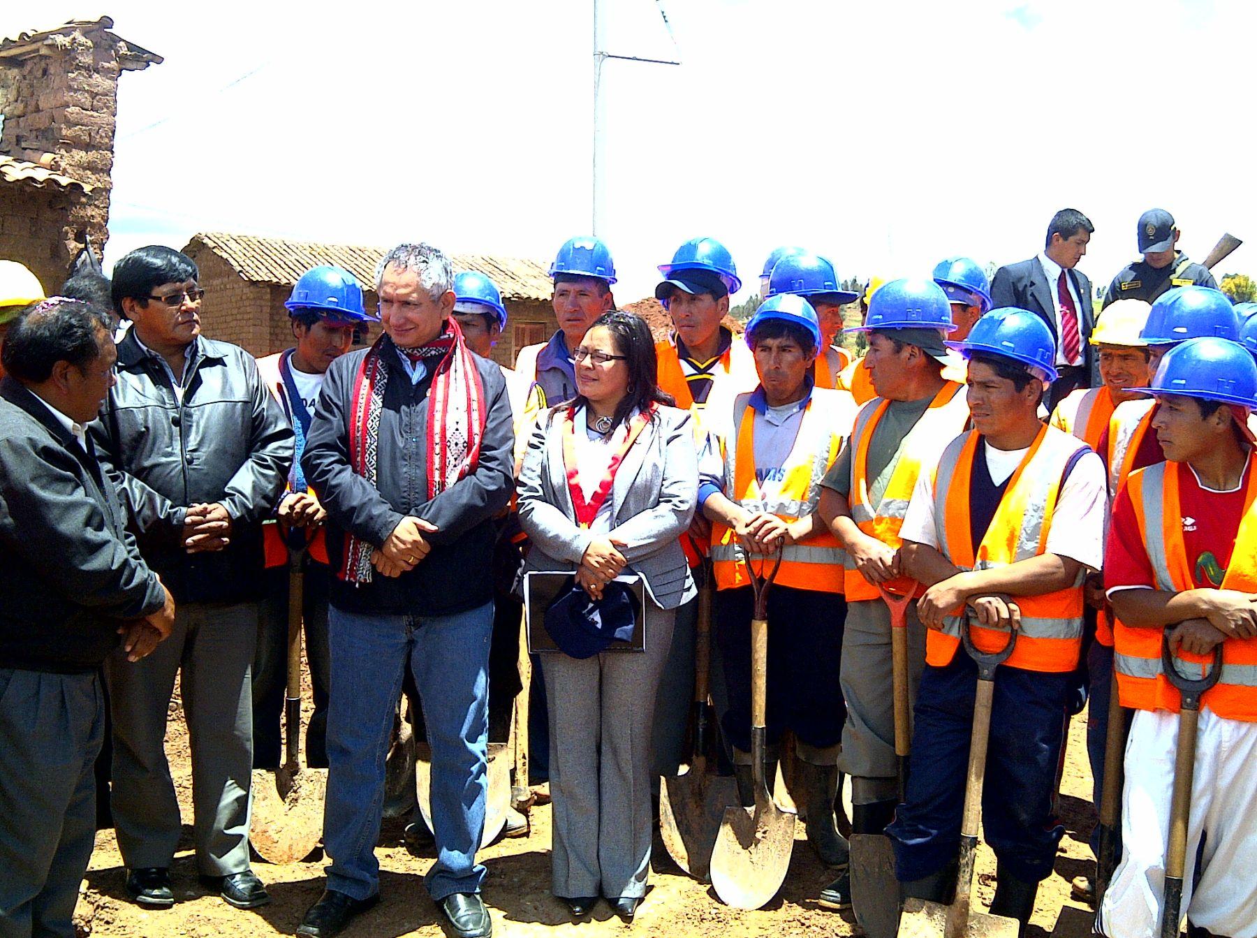 Ministro de Vivienda, Construcción y Saneamiento, René Cornejo, cumplió nutrida agenda de trabajo en Cusco. Foto: MVCS.