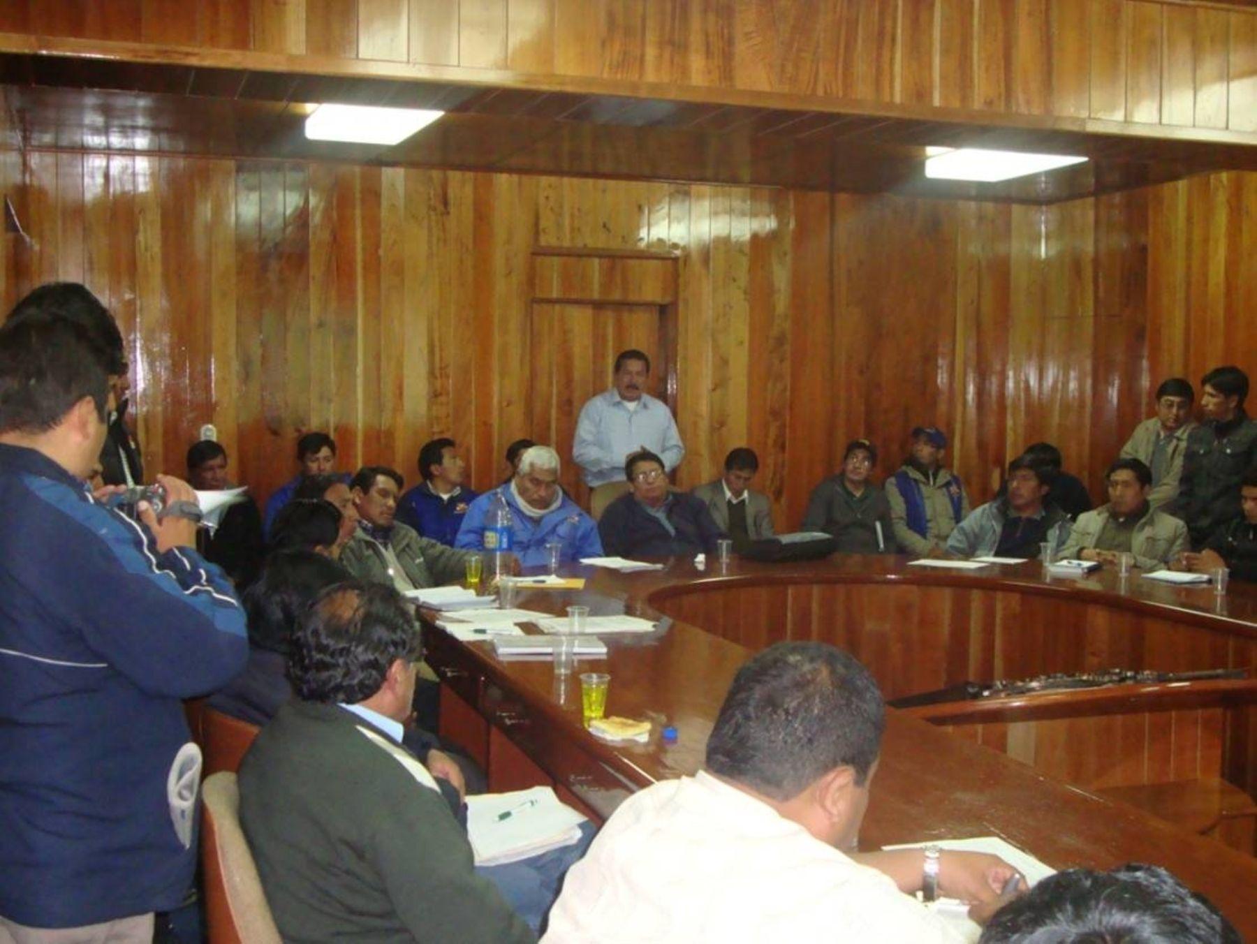 Representantes del Minag con funcionarios de gobiernos locales y regional de Puno.