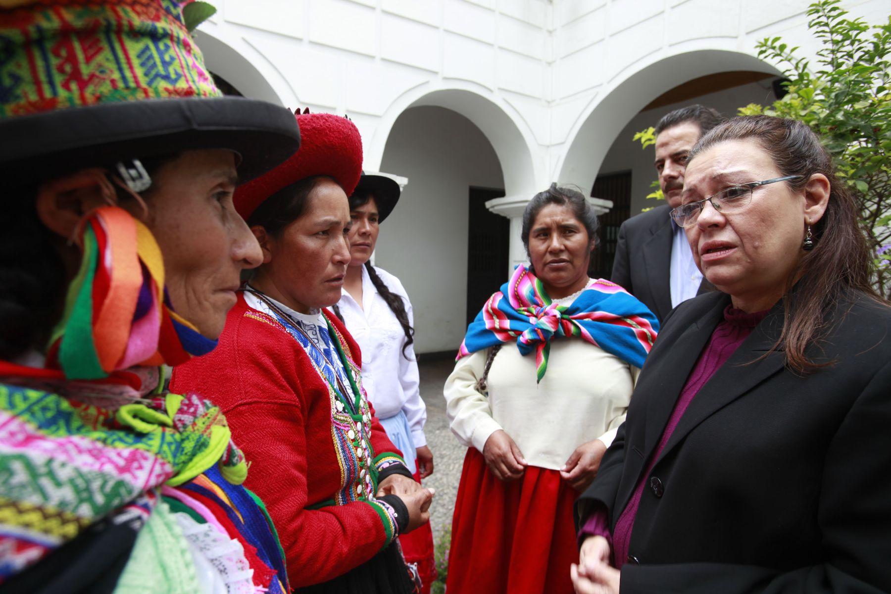 Ministra de Desarrollo Social de Guatemala, Lucy Lainfiesta, recoge experiencias de lucha contra la pobreza en Perú. Foto: ANDINA/Oscar Farje.