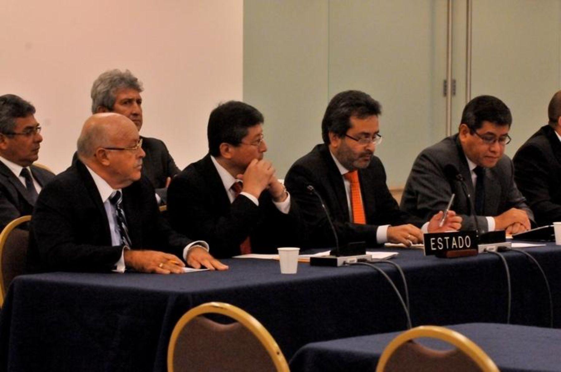 El ministro de Justicia, Juan Jiménez Mayor, con la delegación peruana ante la Comisión Interamericana de Derechos Humanos
