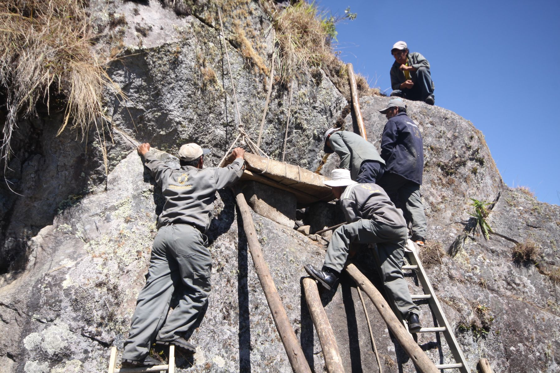 A tomb which probably belonged to a high-ranking member of the Inca culture was found at the Machu Picchu Archaeological Park in Cusco, Peru.
