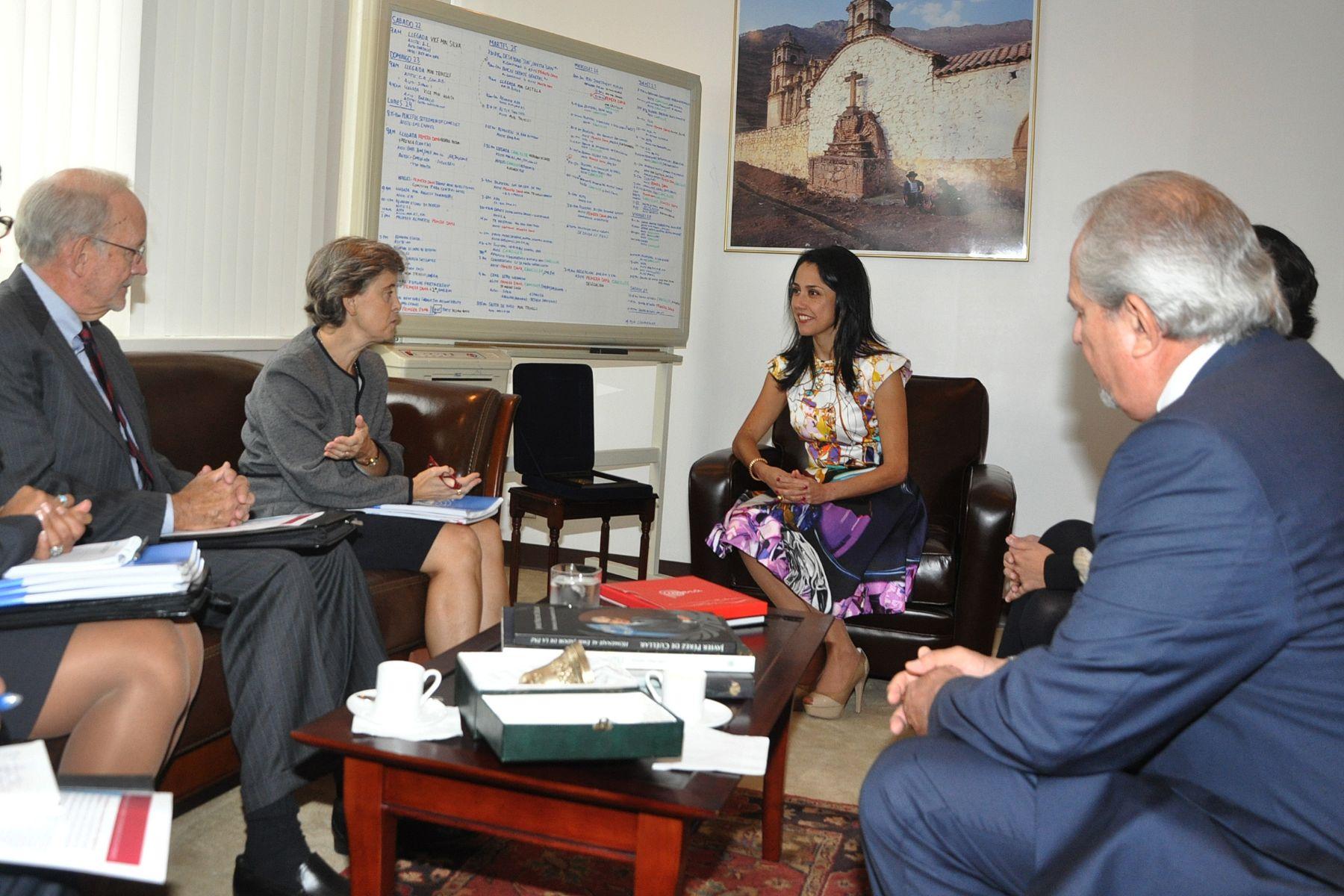 Primera Dama Nadine Heredia se reunió con representante del Secretario General de la ONU en temas de violencia infantil, Martha Santos y con director ejecutivo de Unicef, Anthony Lake. Foto: Prensa/Presidencia.