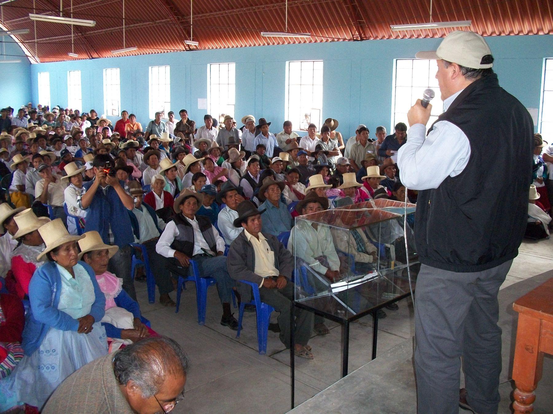 Mesa de diálogo de la laguna Parón (Áncash) contó con la participación de más de 1,000 pobladores de la comunidad campesina Cruz de Mayo. Foto: ANA.