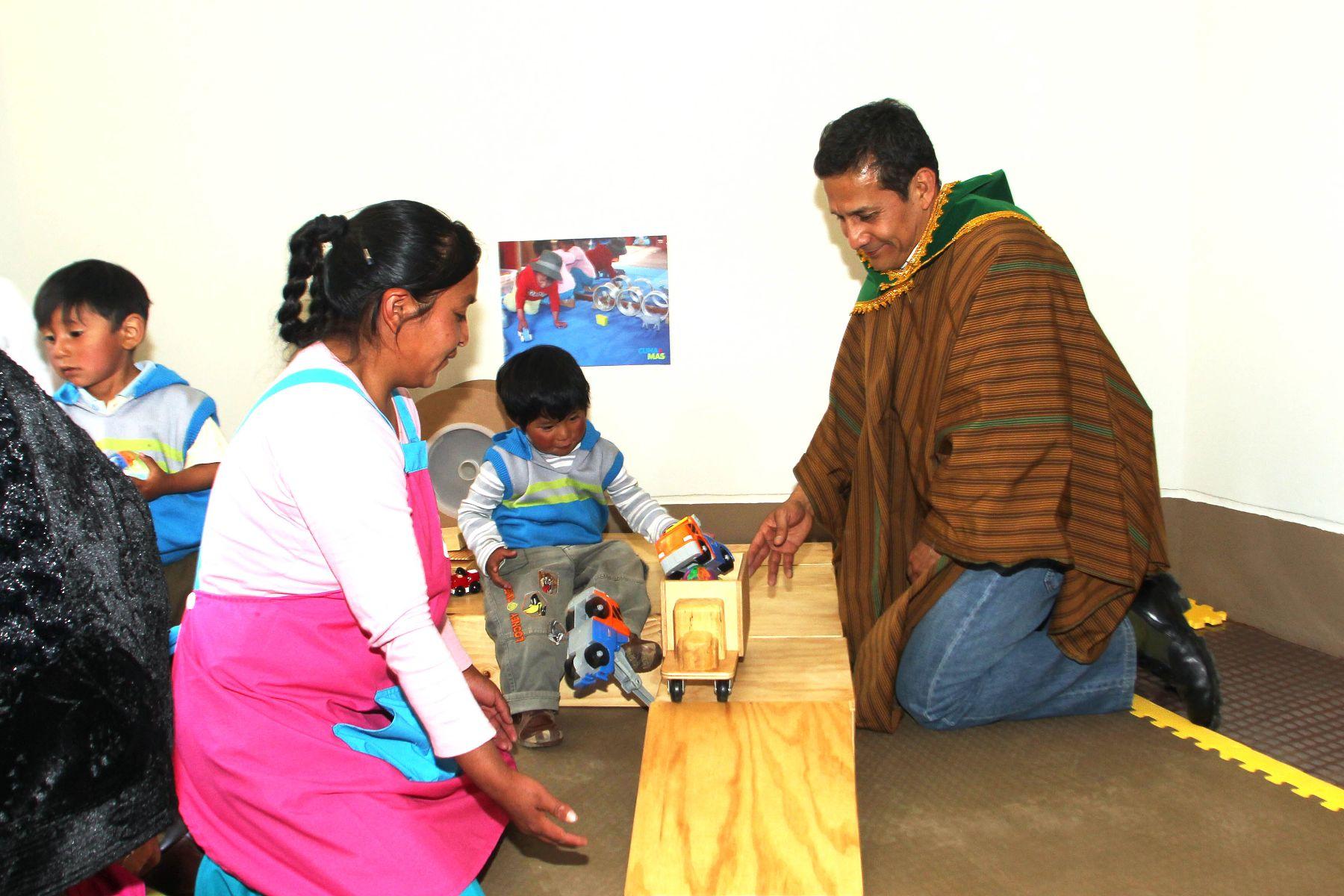 El Presidente Ollanta Humala inauguró un centro de atención integral Cuna Más en el distrito de Acraquia, en el marco de este Cuarto Consejo de Ministros Descentralizado. ANDINA/Prensa Presidencia