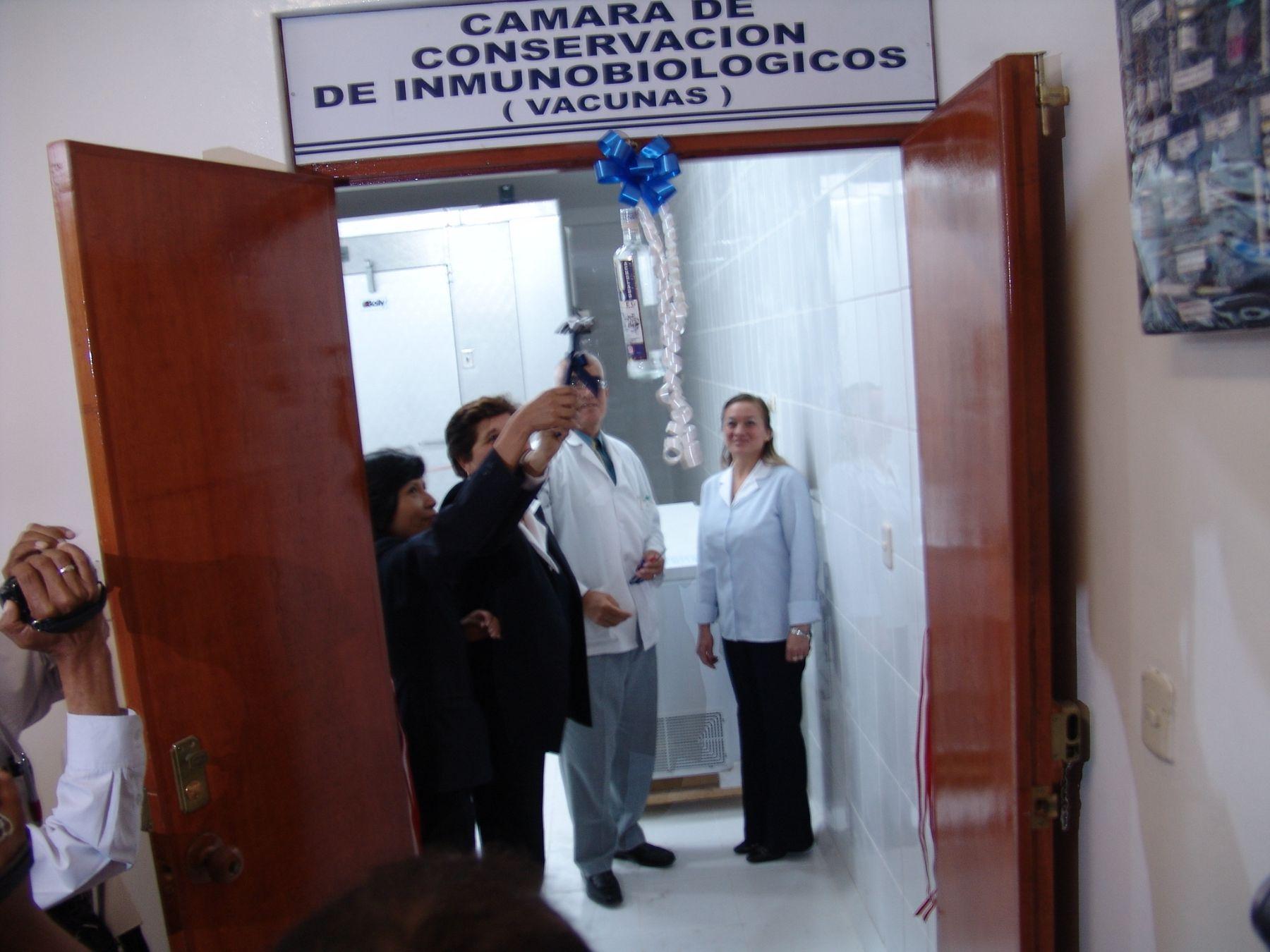 Tacna, Perú - Noviembre 9. Inauguración de cámara de almacenamiento de vacunas.