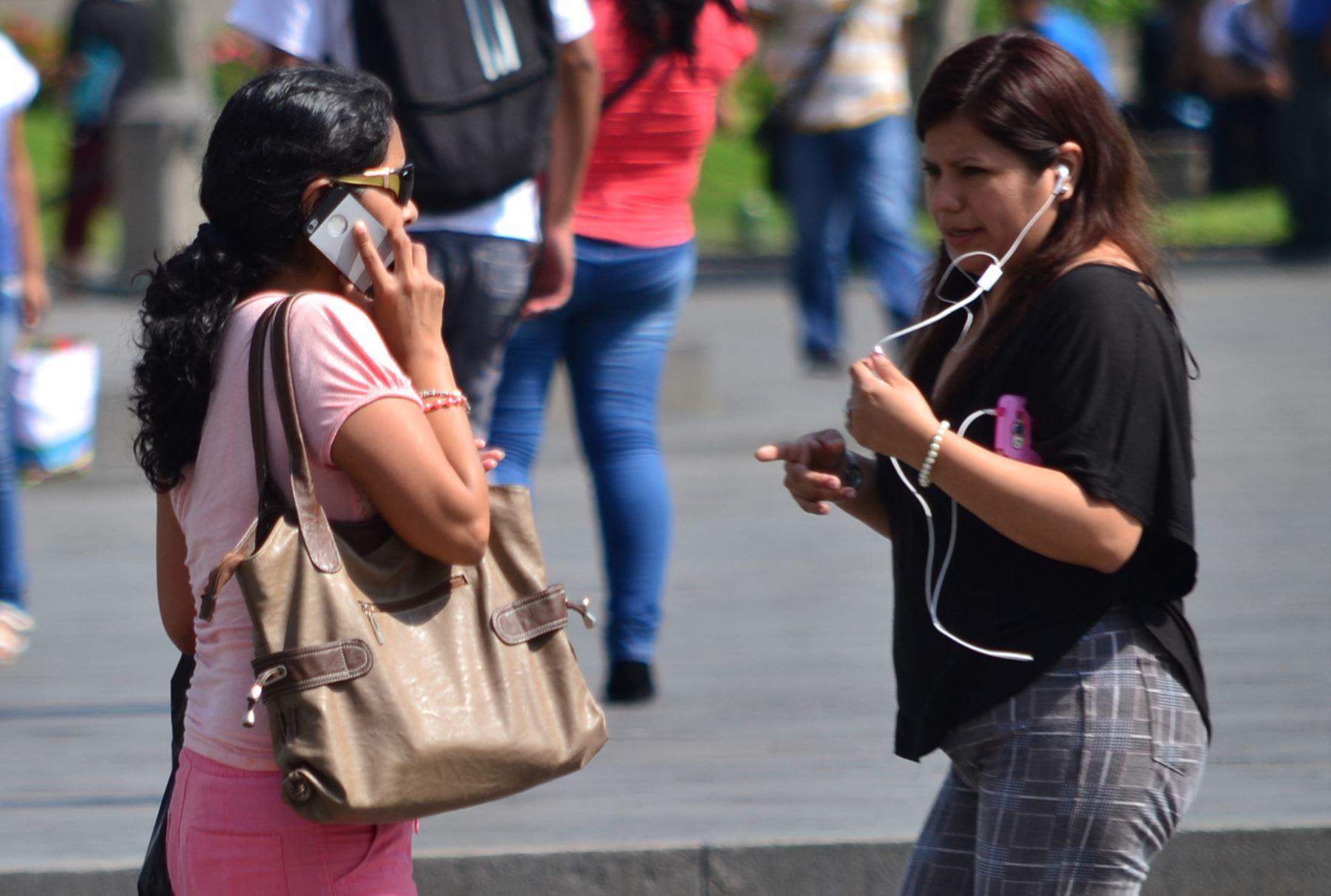 Se dinamiza mercado de telefonía móvil en el PerúFoto:  ANDINA.