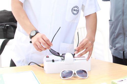 El mejor verificar el grado de protección ultravioleta de los lentes que compras. Foto: ANDINA/Difusión
